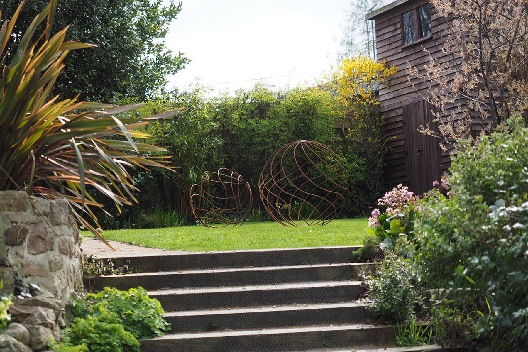garden steps to lawn.jpg