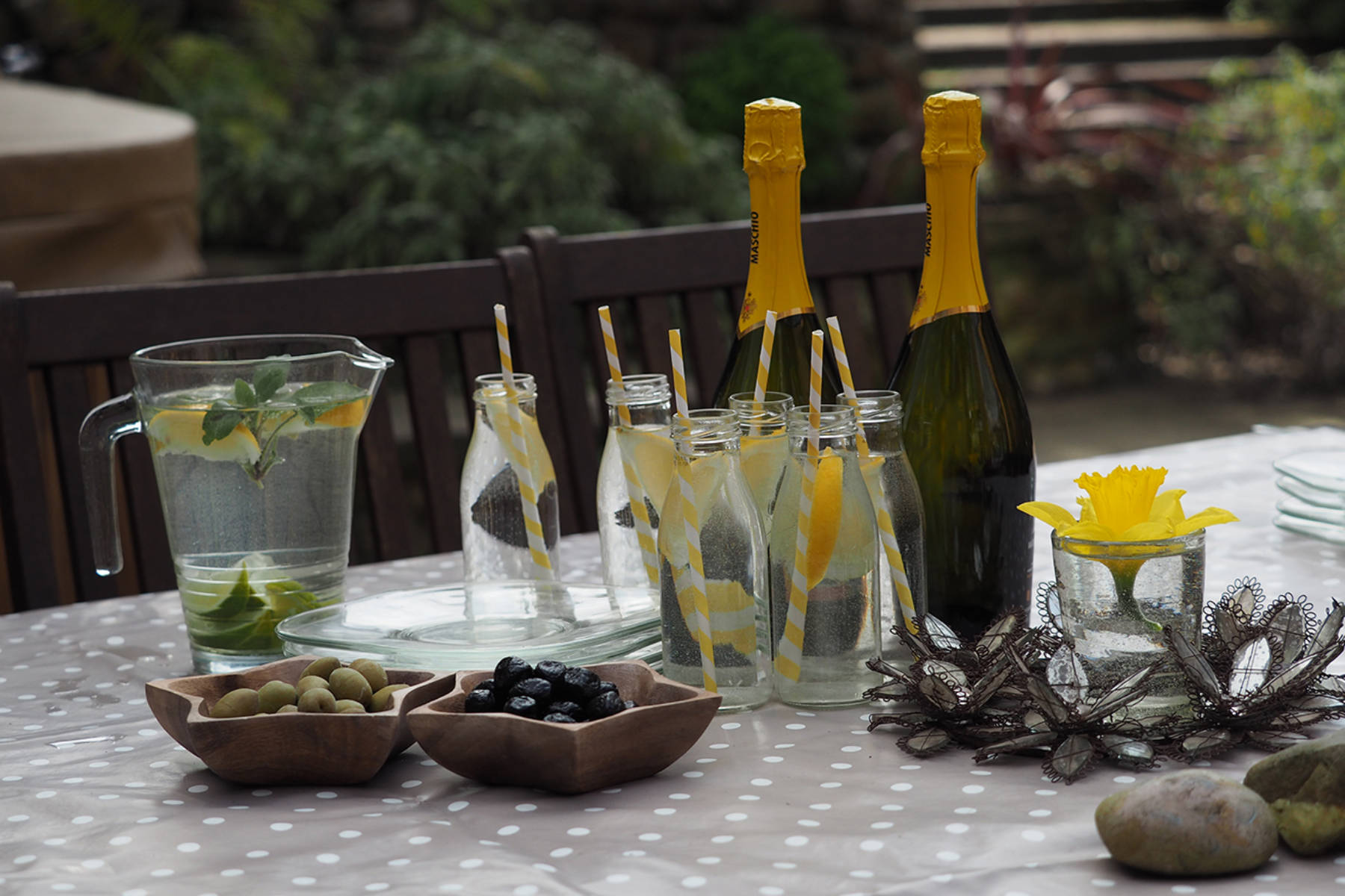 prosecco and olives (3).jpg