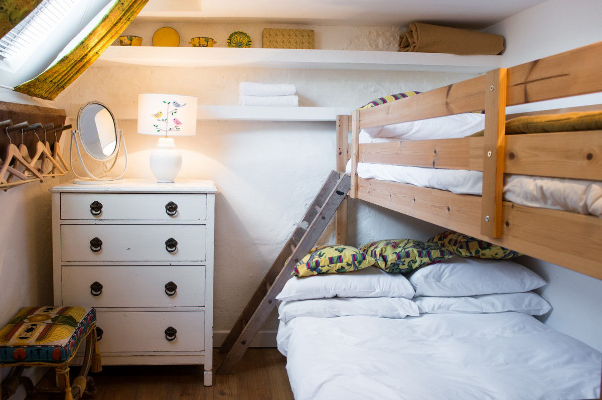 sunshine+yellow+bunk+room+morag+(1).jpg