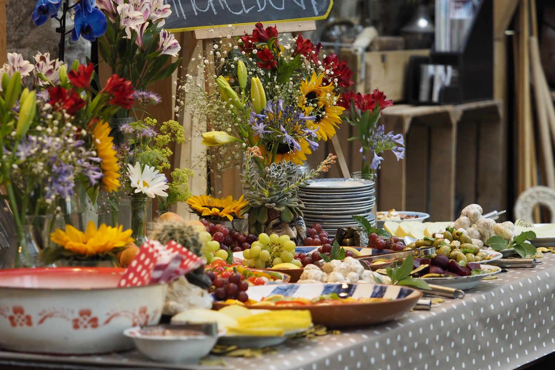 Self-service alfresco buffet -