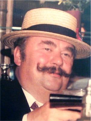 """1986: Jef Sneyders   Jef was toen vertegenwoordiger van Brouwerij """"De Koninck"""" en werd daarom ook """"Jef van de Keuning"""" genoemd.  Daar 1986 tot """"Het Jaar van het Bier"""" werd uitgeroepen, was de keuze van de Jef een schot in de roos."""