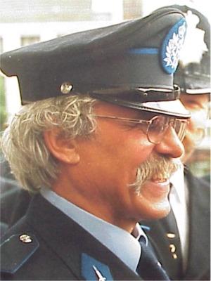 1999: Jean Demeyer   Zoals we in 1993 voor de brandweer deden, hebben we met de keuze van Jean ons politiekorps eens in de bloemen gezet.