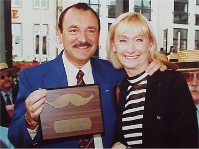 """2001: Hugo Sigal   De mannelijke helft van het onafscheidelijke duo """"Nicole en Hugo"""". Ze zijn o.a. bekend door hun deelname aan het Eurovisie Songfestival in 1973."""
