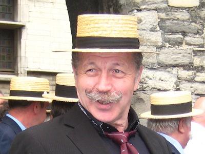 "2012: Rocking Moustache   Julien Thys, alias ""Rocking Moustache"" - gentleman/zanger van golden oldies"