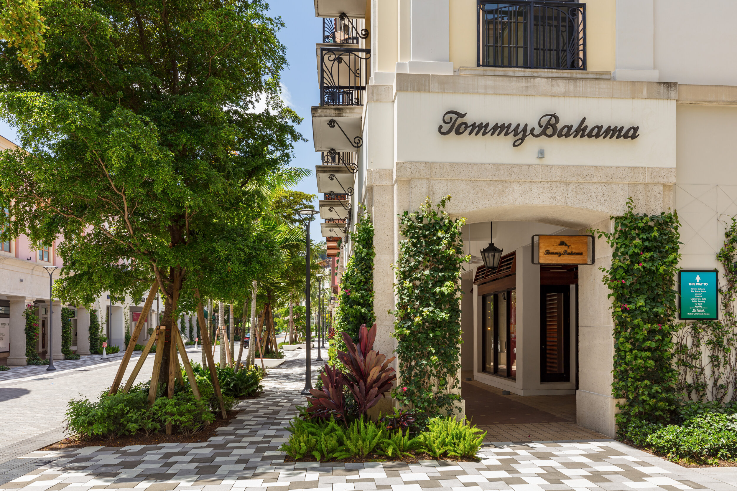 Tommy Bahama_Rosemary Square © 2019 Nickolas Sargent of DBA Sargent Photography for Related Companies.jpg