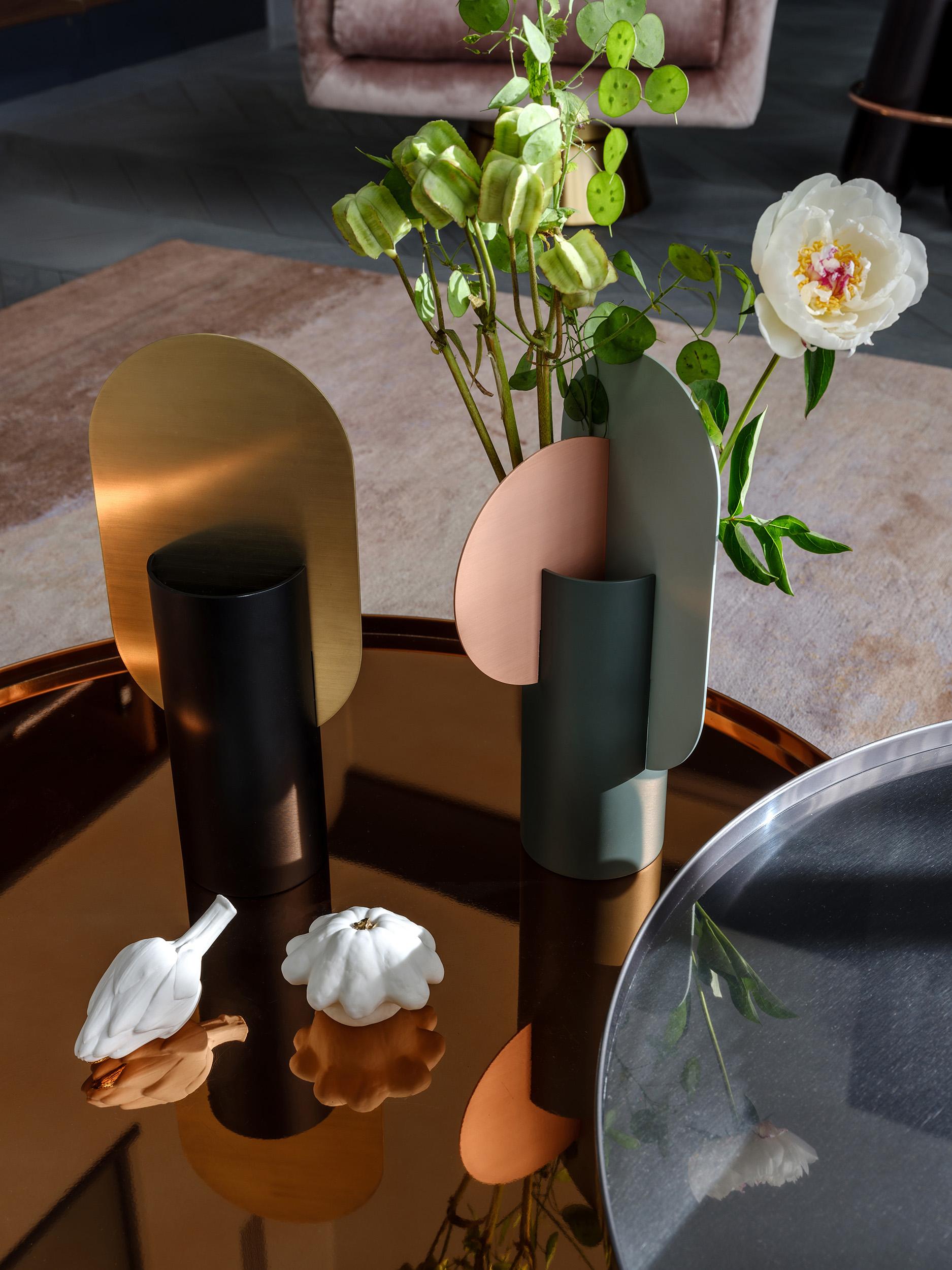 Noom vase in interior