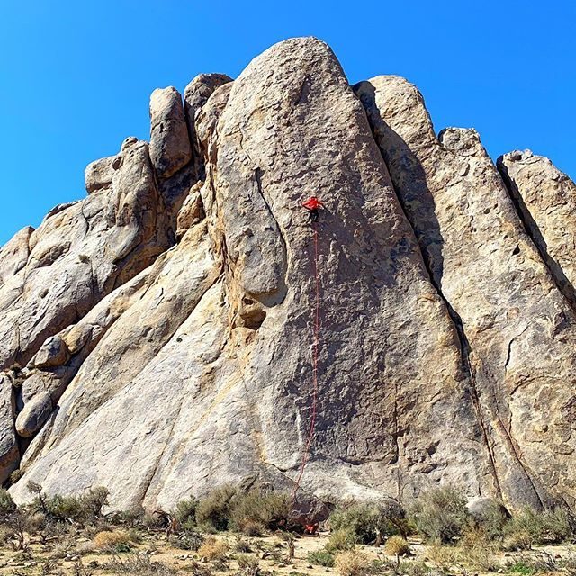 If you look closely you can see me 3/4 up this Alabama Hills lead. Look closer and you will not see anyone on belay!  The things we do for the shot. For Bud's photo I can assure you I had at least one hand on the rope and a belay device connected. #alabamahills #rockclimbing #leadclimbing #trad #california