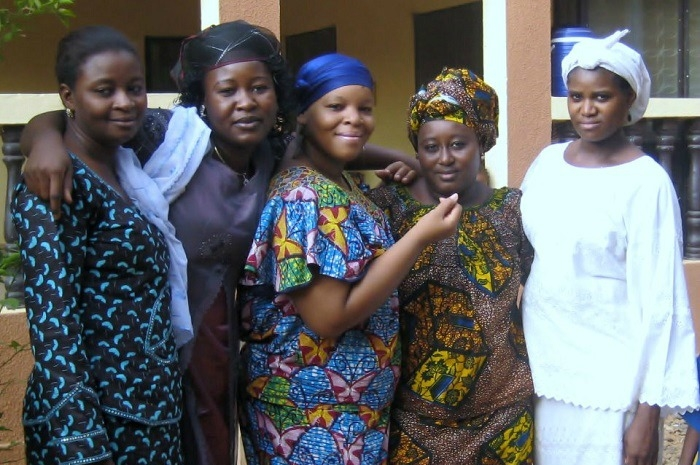 Tecie (center) spending time with her Nigerien colleagues.