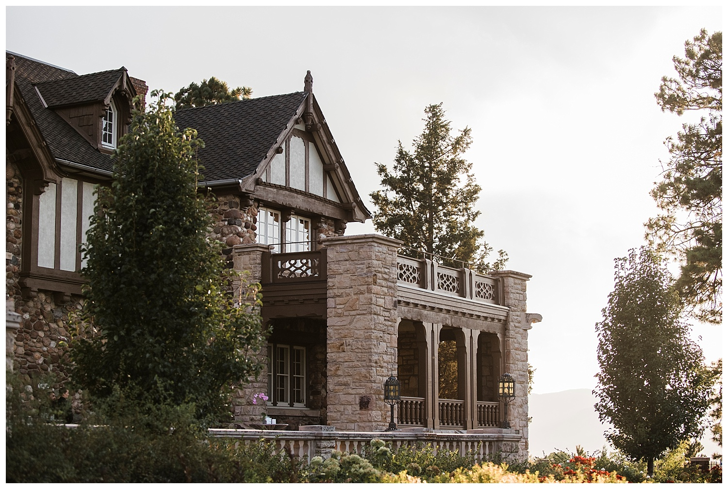 Highlands_Ranch_Mansion_Colorado_Wedding_Photographer_Harry_Potter_Themed_Weddings_Apollo_Fields_018.jpg