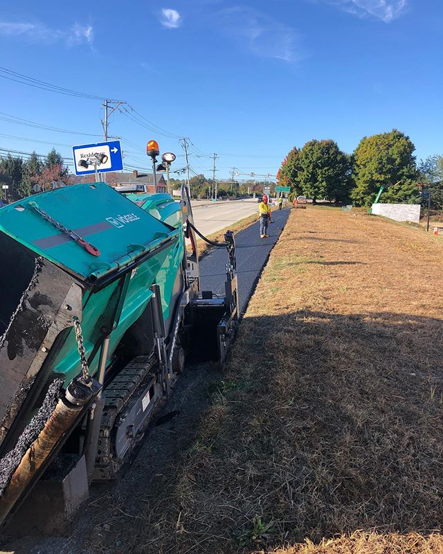 Using the Vogele Path Paver today on a local job.. super easy to use (once you figure out the parking brake..) and pushed the truck no problem. Rear mounted screed makes it a bit more difficult to manage your path width but overall nice machine. #vogele #asphaltpaving #asphalt #blacktop #delawarevalleypaving #hamm #dvp