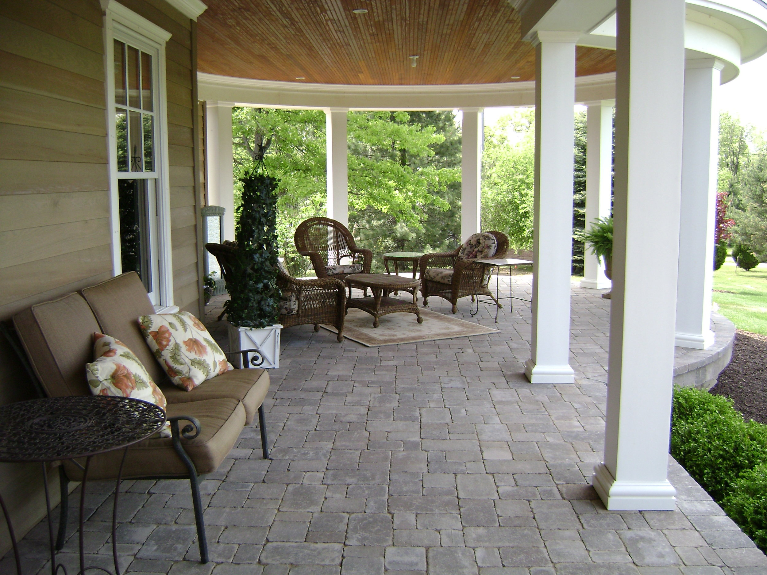 Beautiful Outdoor Patio with Grey Charcoal Pavers.