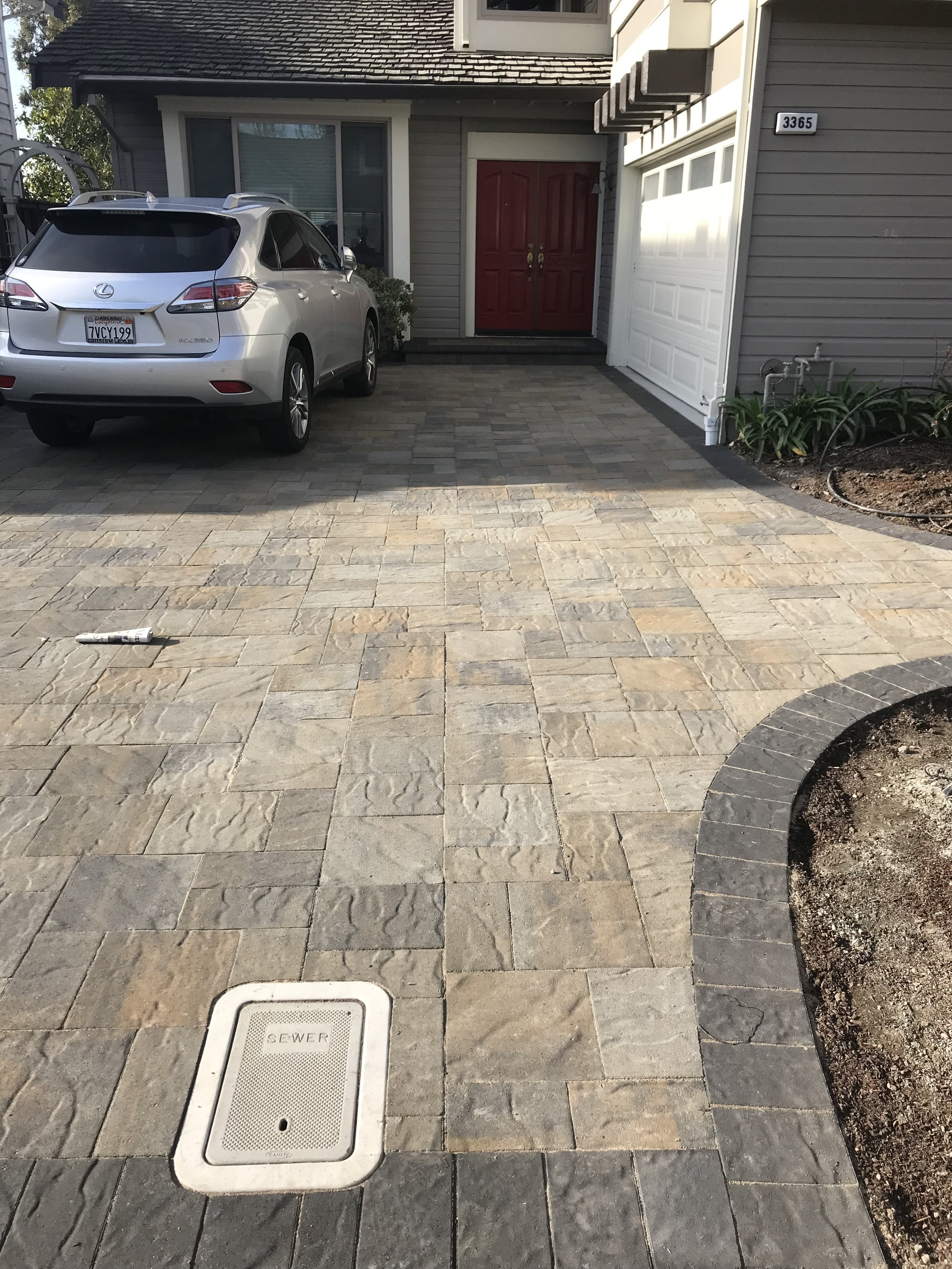 A closer look into the Belgard Avalon Slate Pavers. These pavers provide a nice subtle wavy texture.