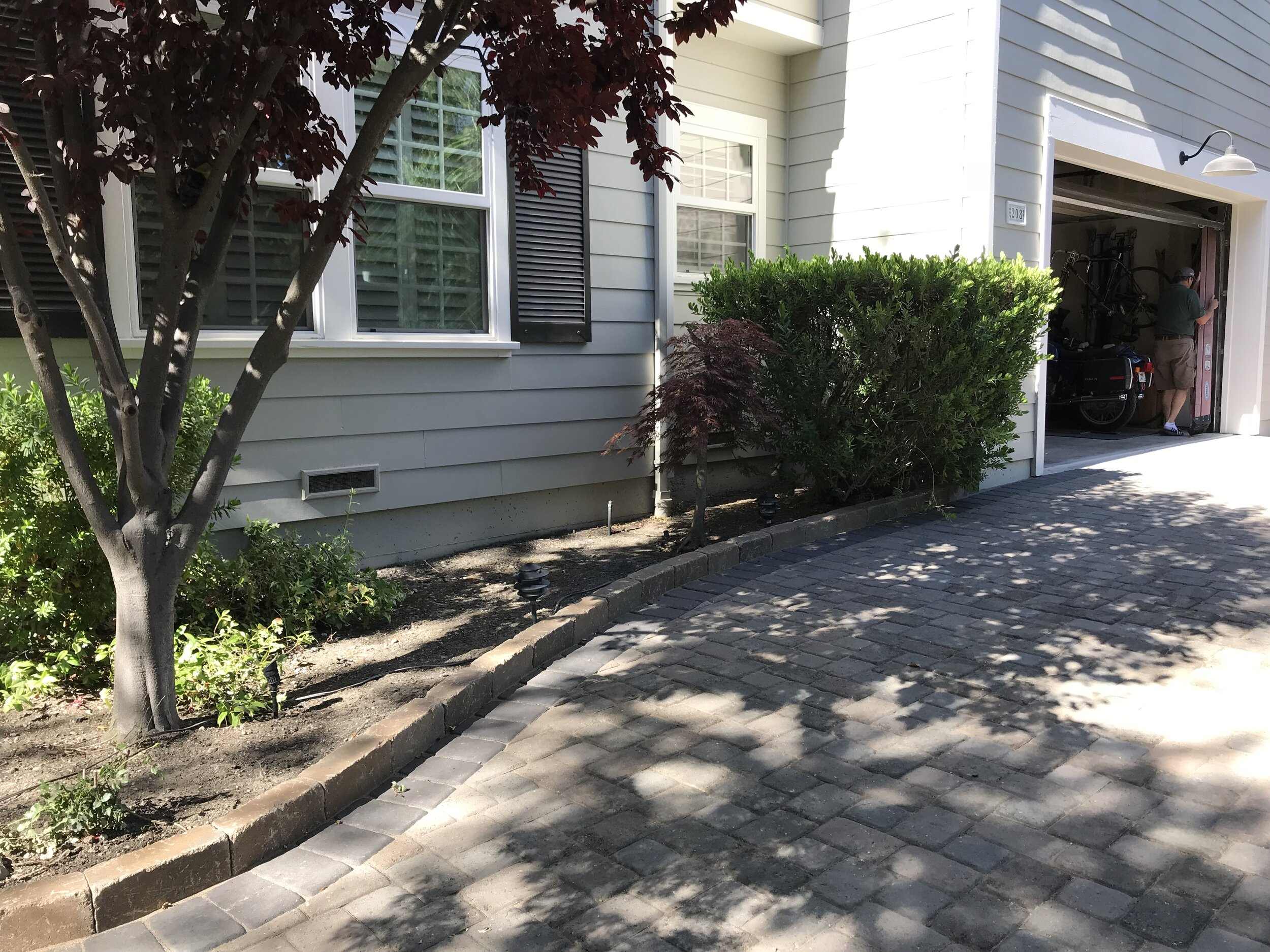 Cobble Stone Driveway and Raised Border