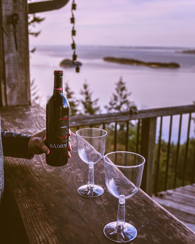 A little change of scenery ✨ 📷: @bradentimm - - - - #radiuswine #wine #vinetobottle #washingtonwine #friyay #welcometowashington #pnw #optoutside #theoutbound #wanderlust #winetime #november #fall #autumn