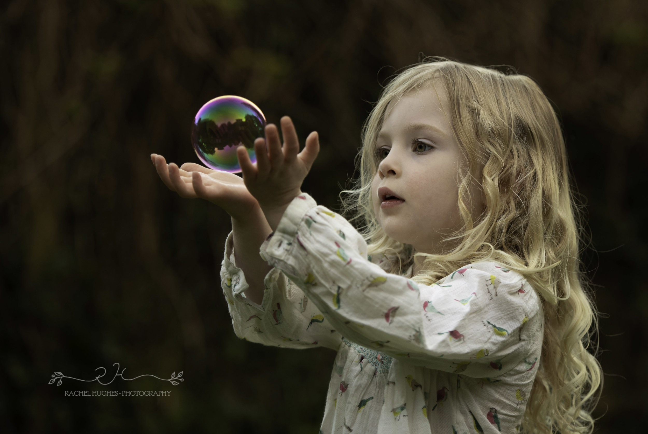 Girl and bubble family photography Henley-on-Thames