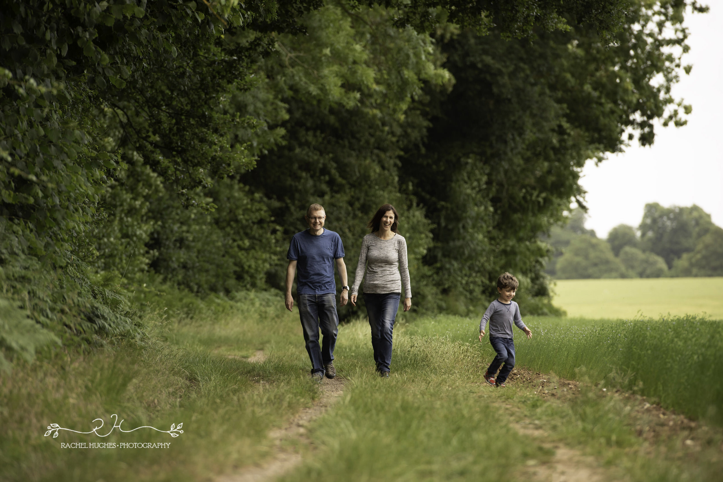 Jersey photographer - family in meadow