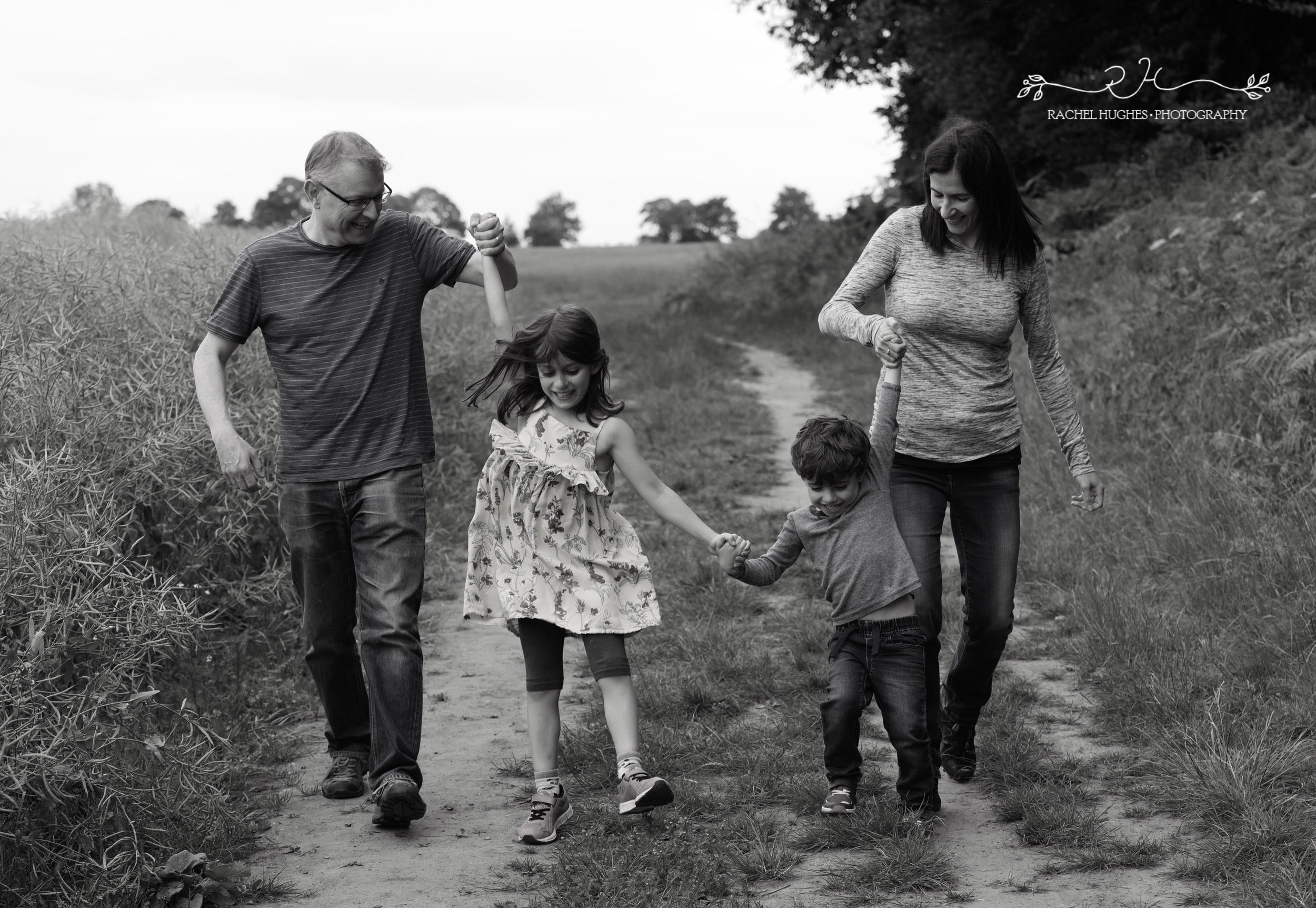 Jersey photographer - family swinging kids