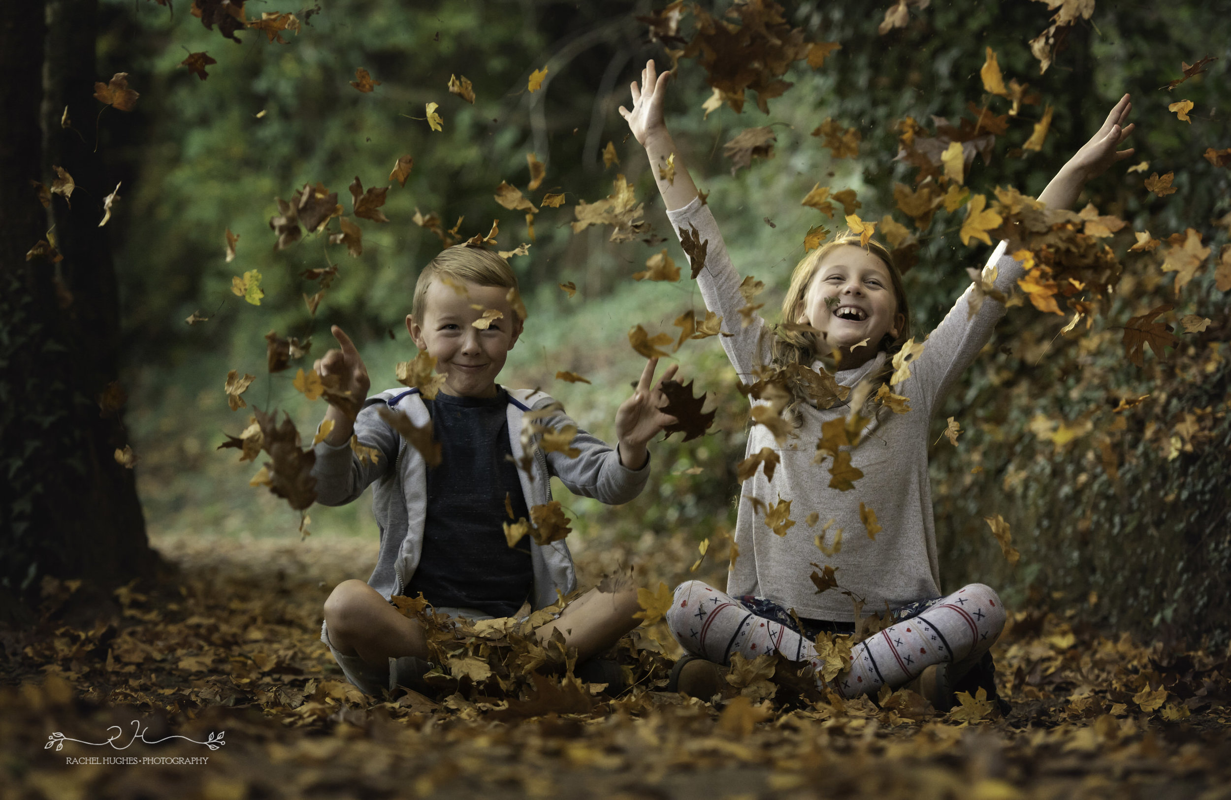 Jersey photographer - siblings throwing leaves