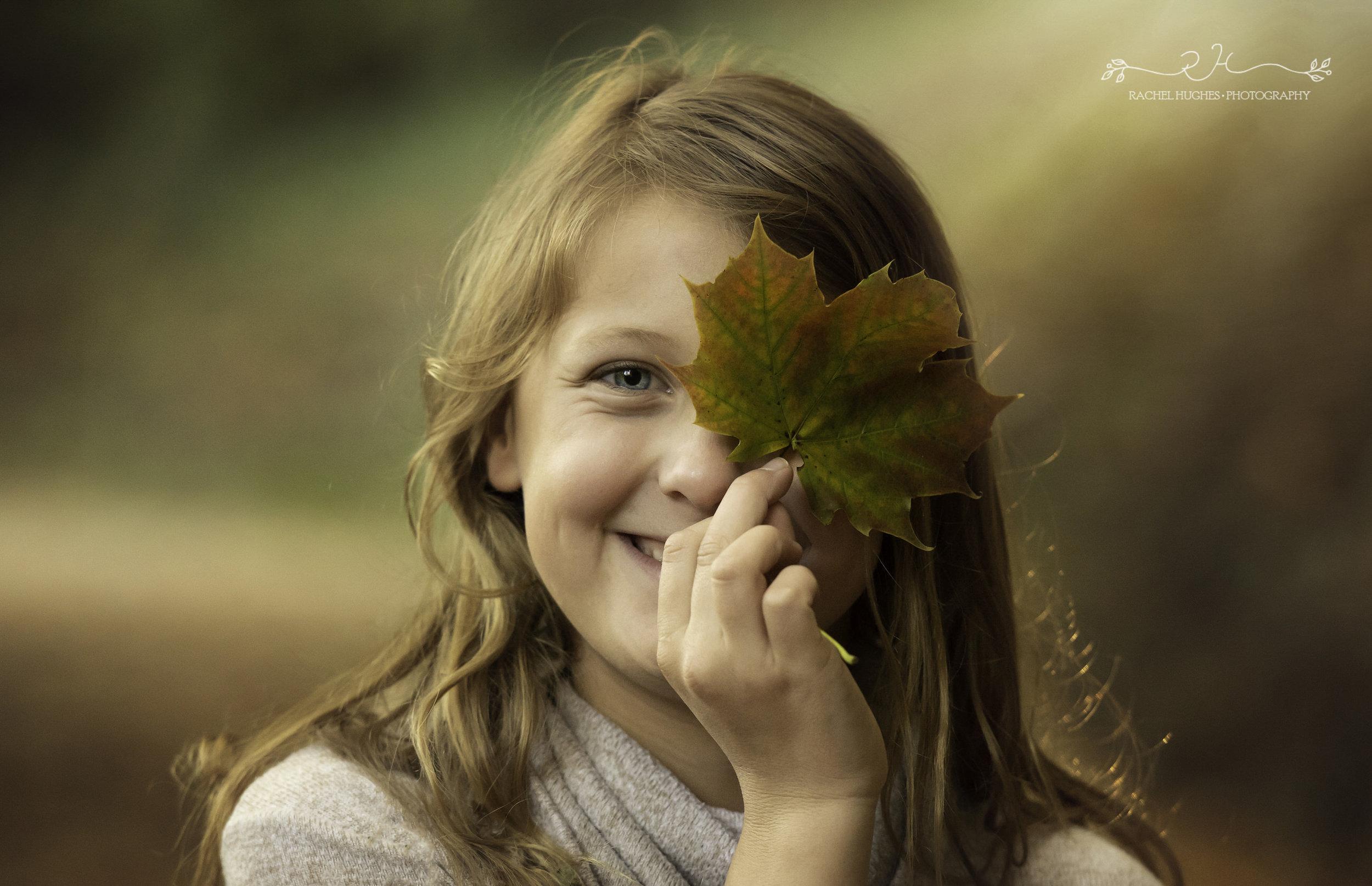 Jersey photographer - girl peeping through leaf