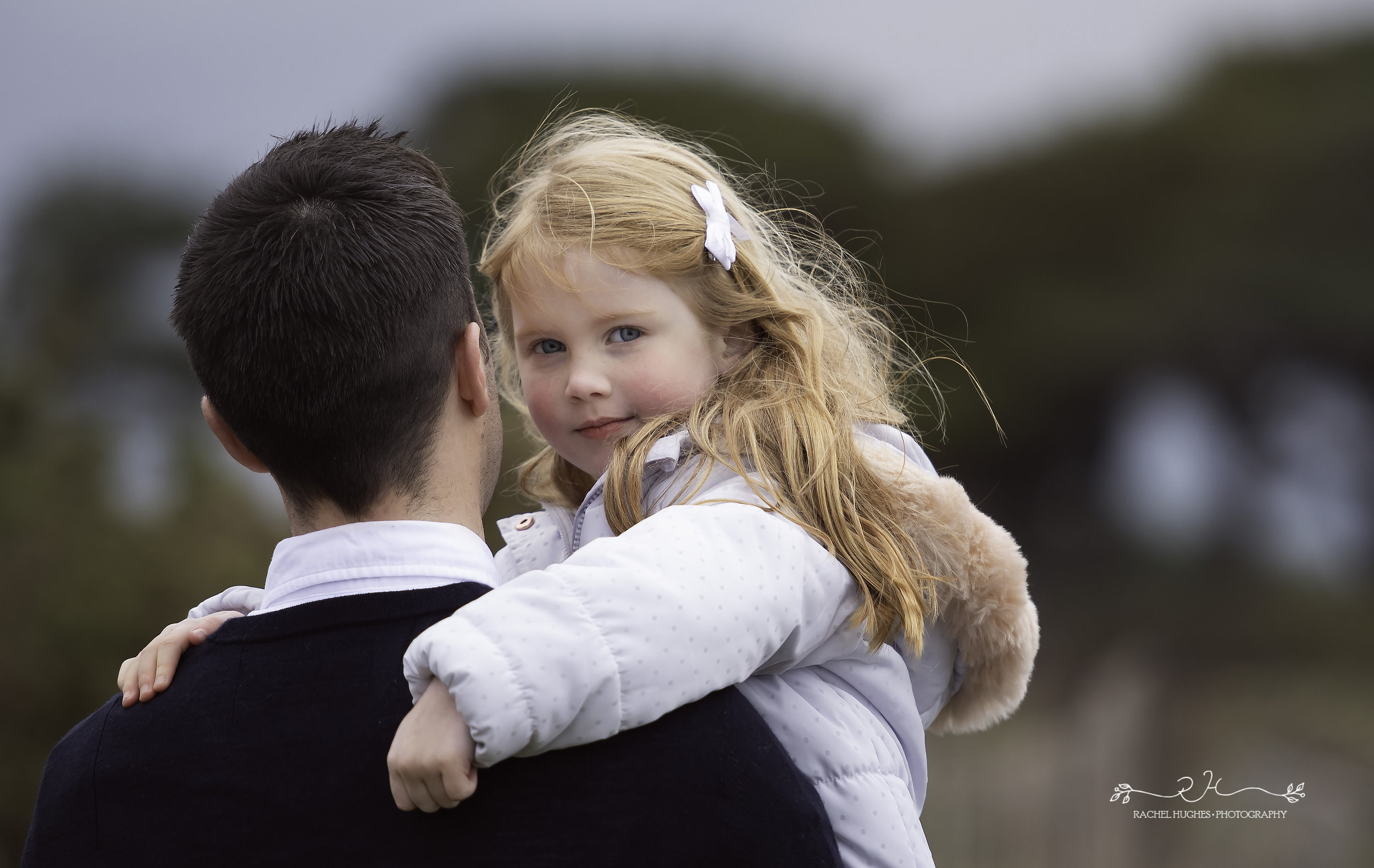 Jersey photographer: girl in daddy's arms at Portelet