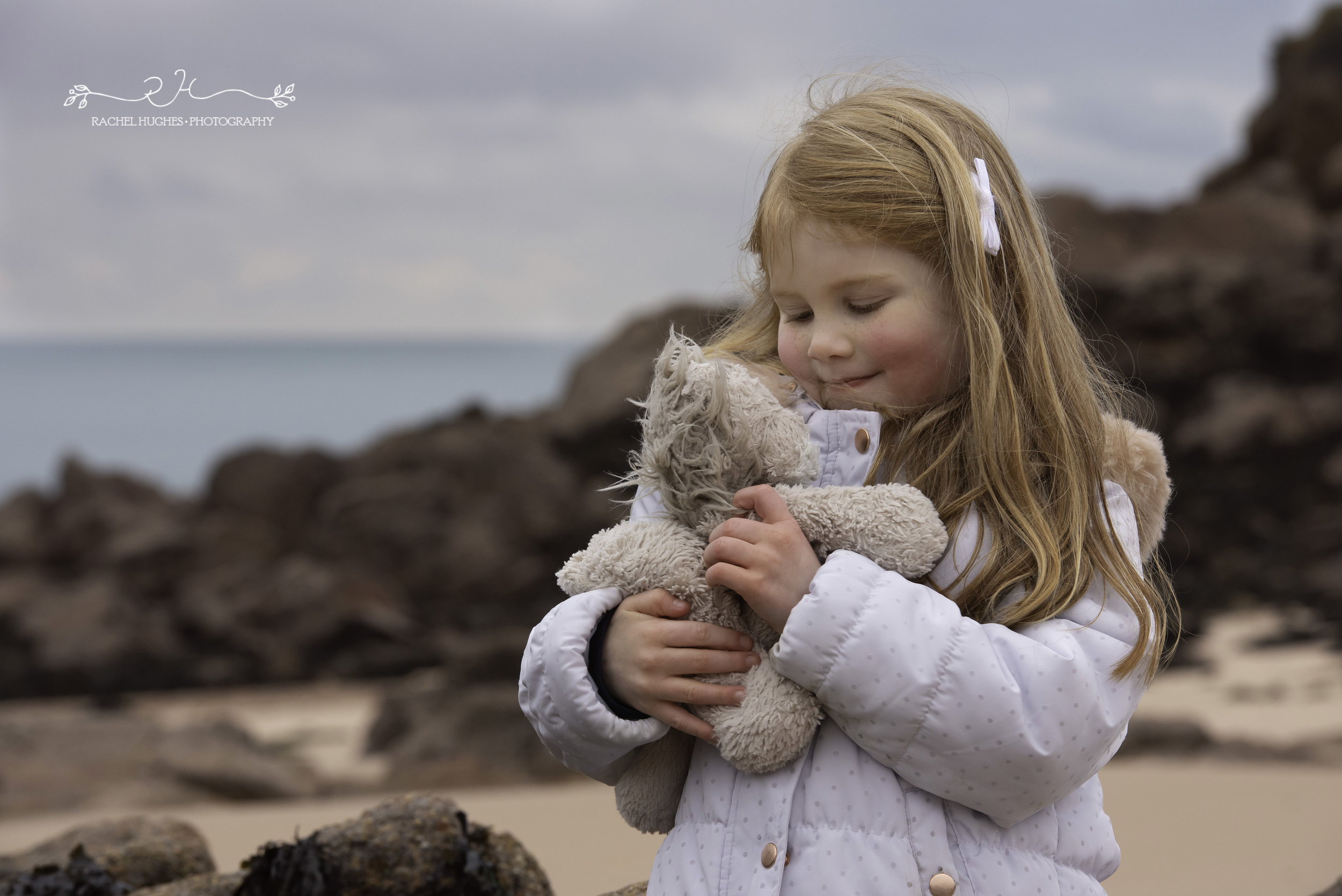 Jersey photographer: girl and her favourite teddy at Portelet Bay