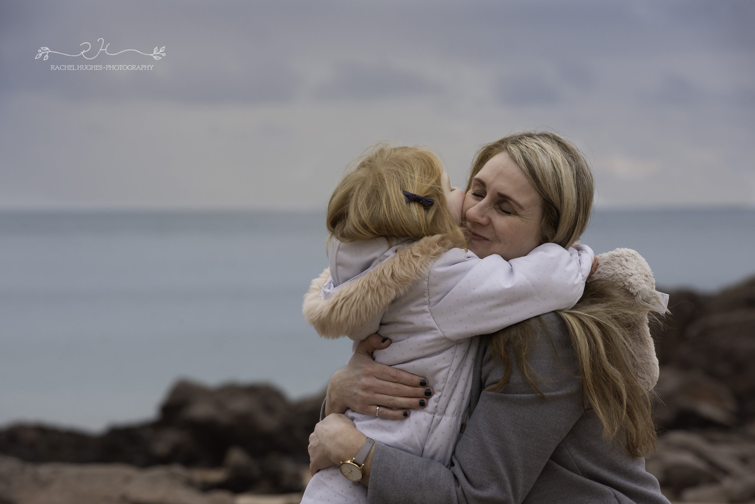 Jersey photographer: mum hugging daughter at Portelet Bay