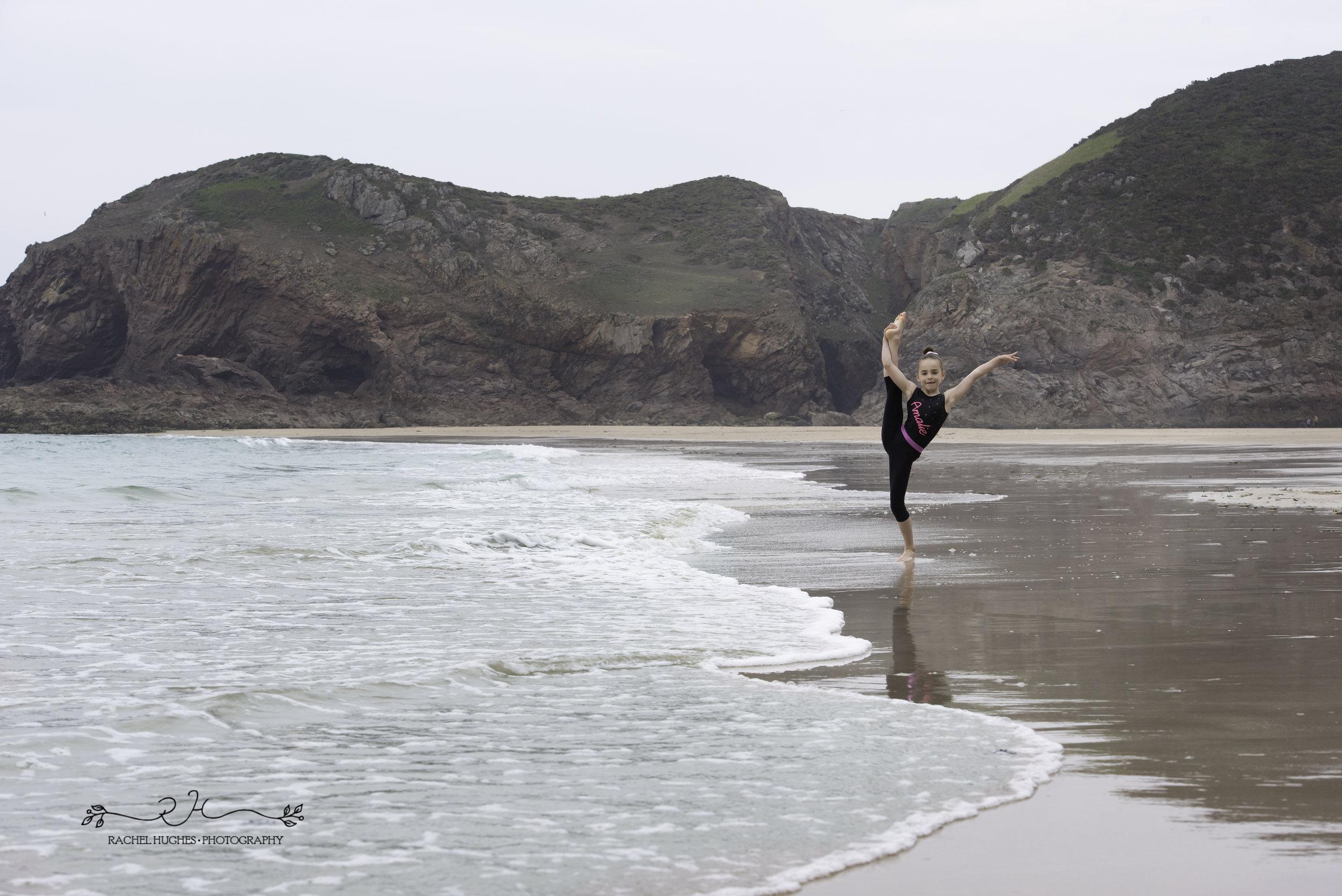 Jersey photographer - gymnast at seashore