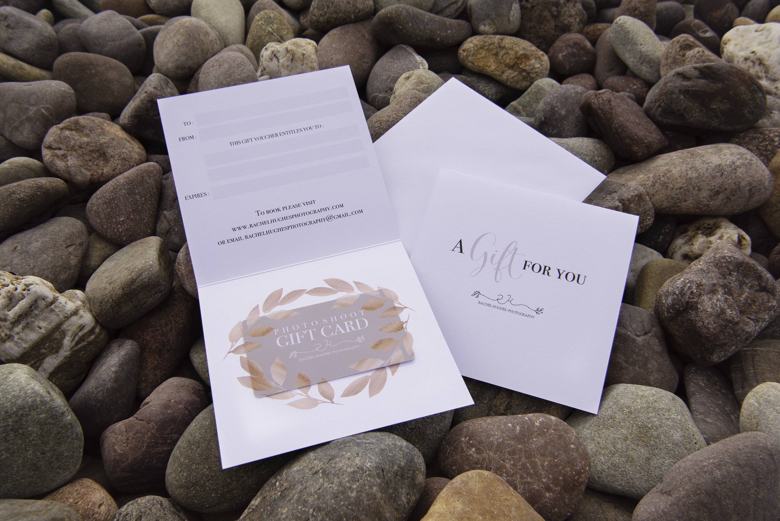 gift vouchers - Gorgeous gift vouchers available, starting from £75, for family, pets, maternity, mummy and me, and baby at home sessions.
