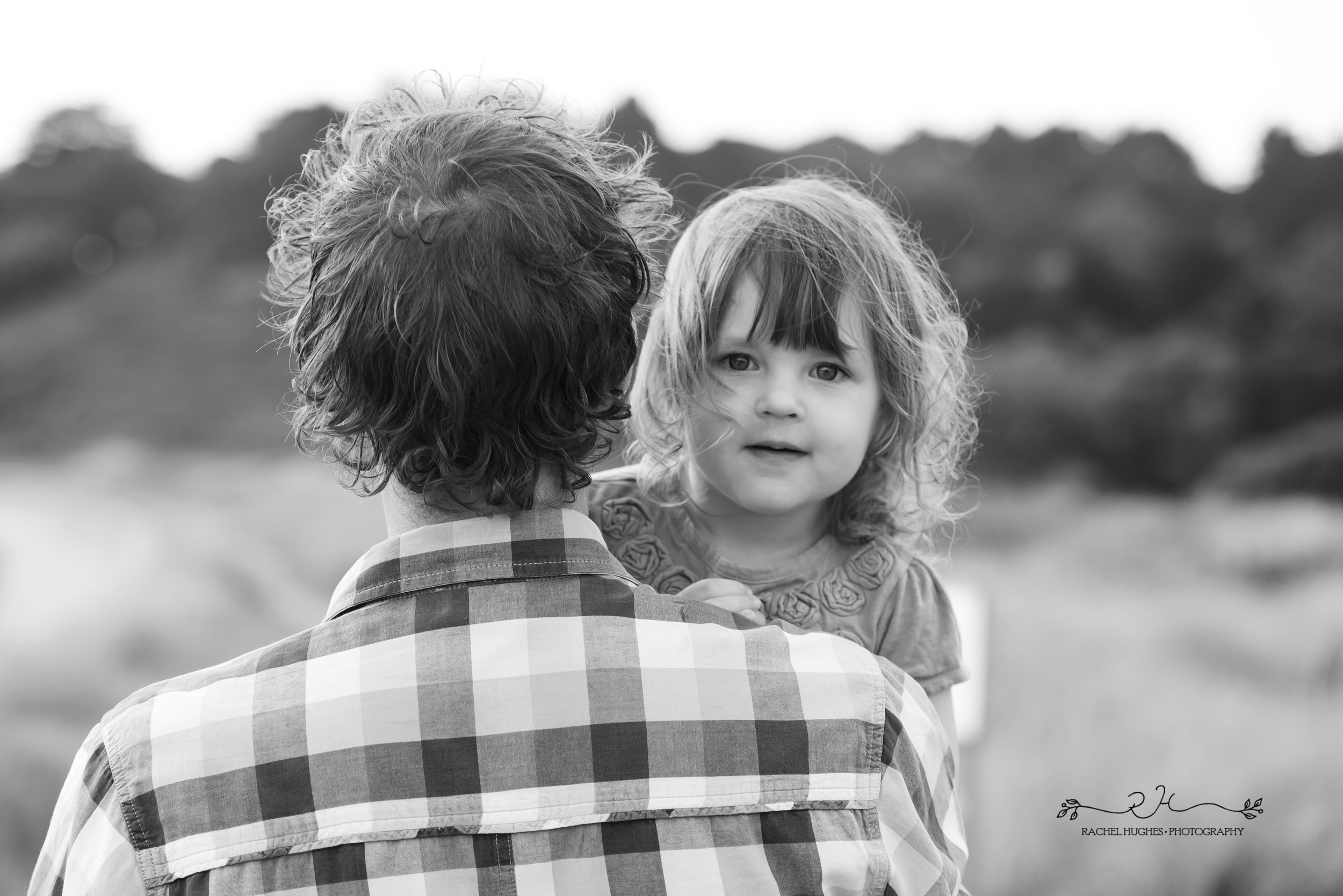 Jersey photographer - girl on daddy's shoulder at Ouaisne