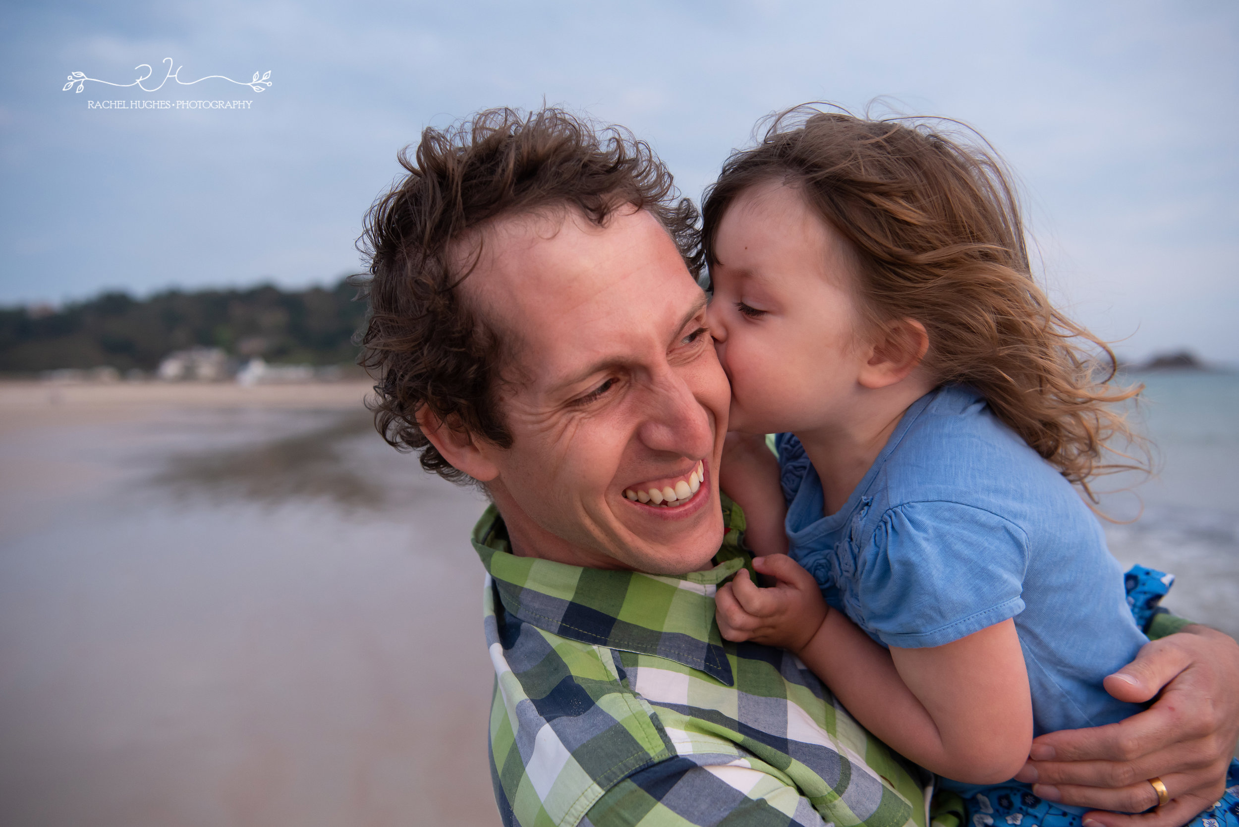 Jersey photographer - girl blowing raspberries on her daddy