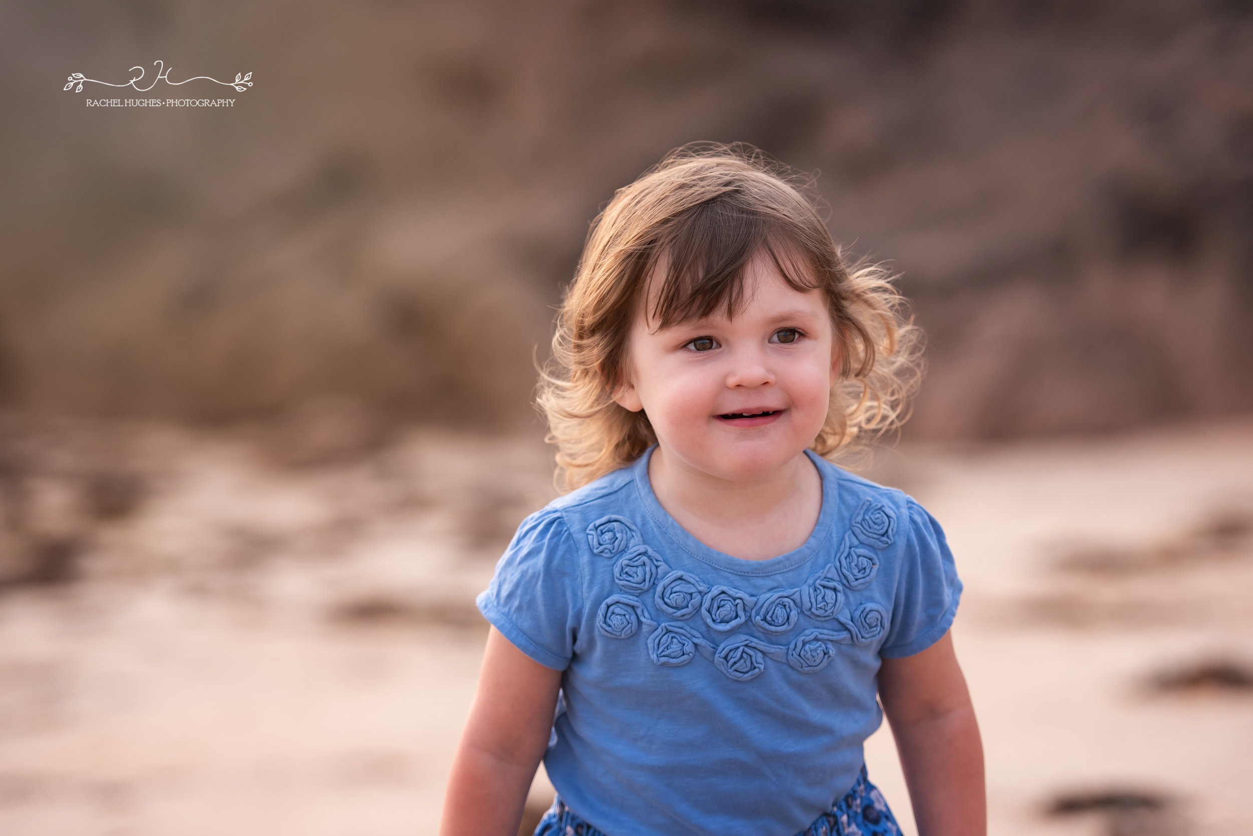 Jersey photographer - 3 year old girl at Ouaisne Bay
