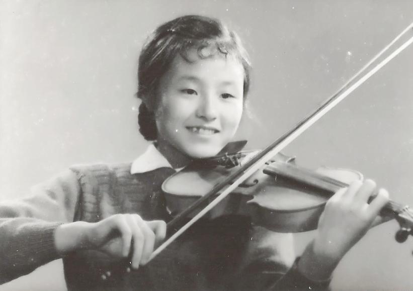 Jiebing Playing Violin
