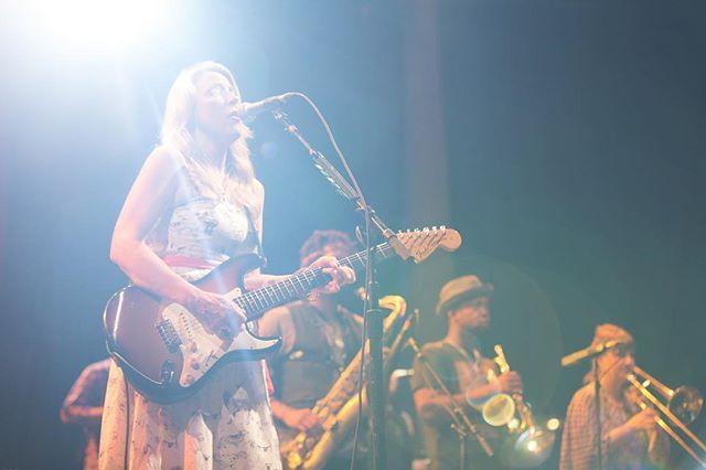 The one and only Susan Tedeschi rocking it with her band @derekandsusan #inspiringwoman - #blues #susantedeschi #soul #womeninblues