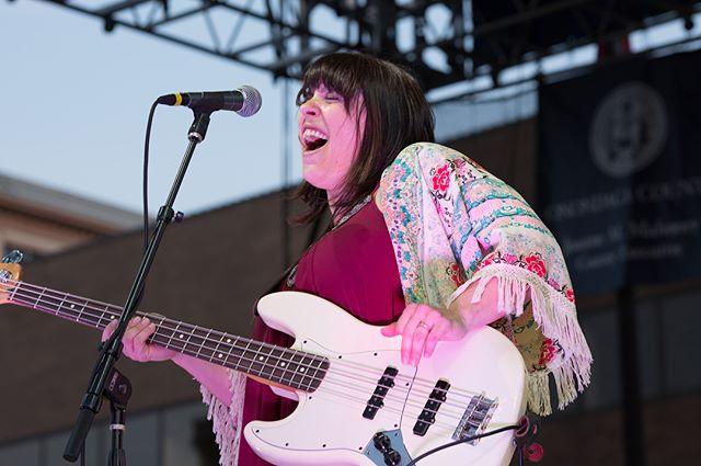 The lovely Danielle Nicole jamming at the NY Blues Fest -  #empoweringwomen #bluesfestival #shakesistershake #blues