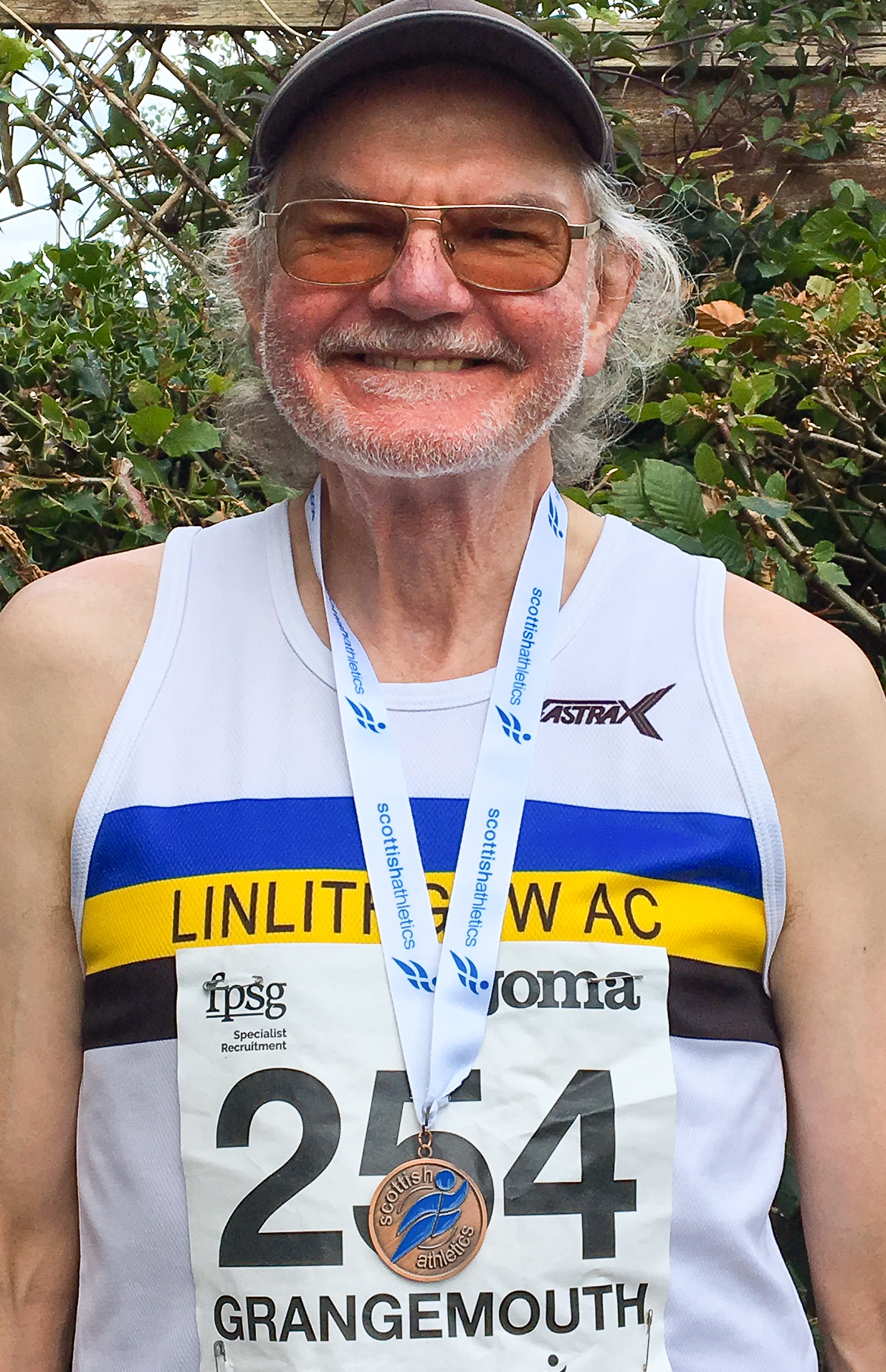 Scottish Masters M70 800m Bronze Medal Roddy Simpson 3min 10.38secs-0158.jpg