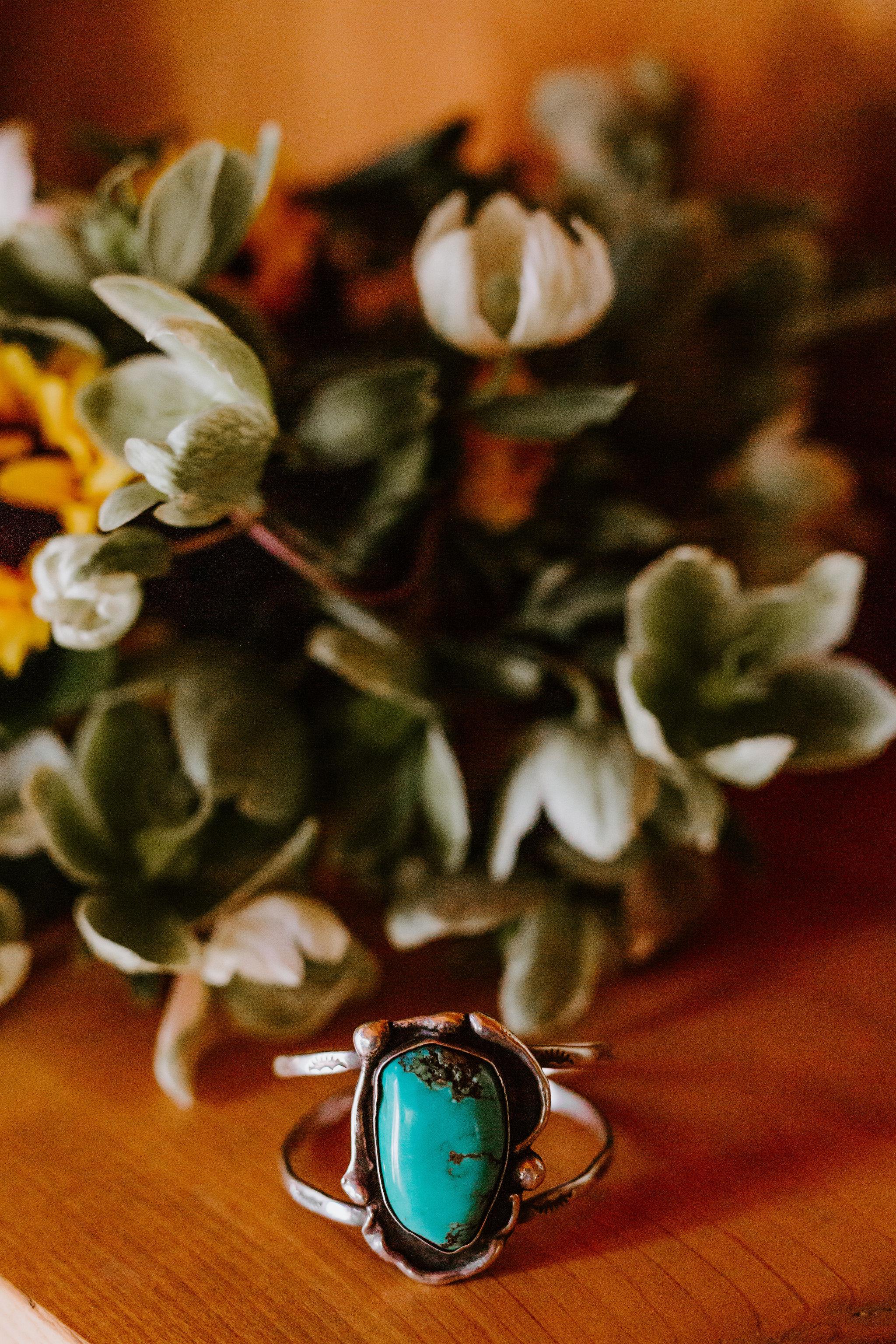 RedwoodRanch_Geoff&LyndsiPhotography_Mike&Amanda_GettingReady25.jpg