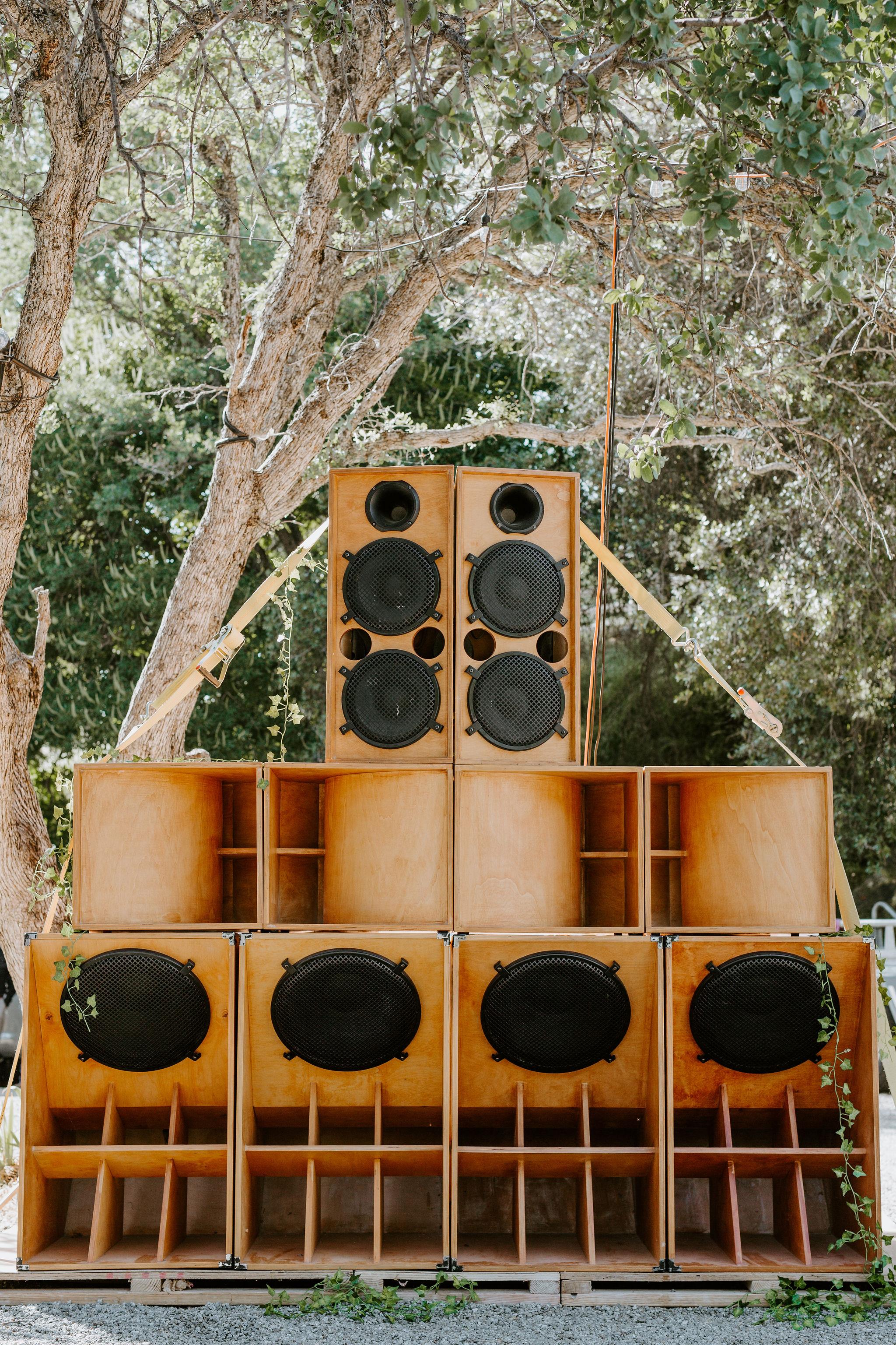 RedwoodRanch_Geoff&LyndsiPhotography_Mike&Amanda_GettingReady36.jpg