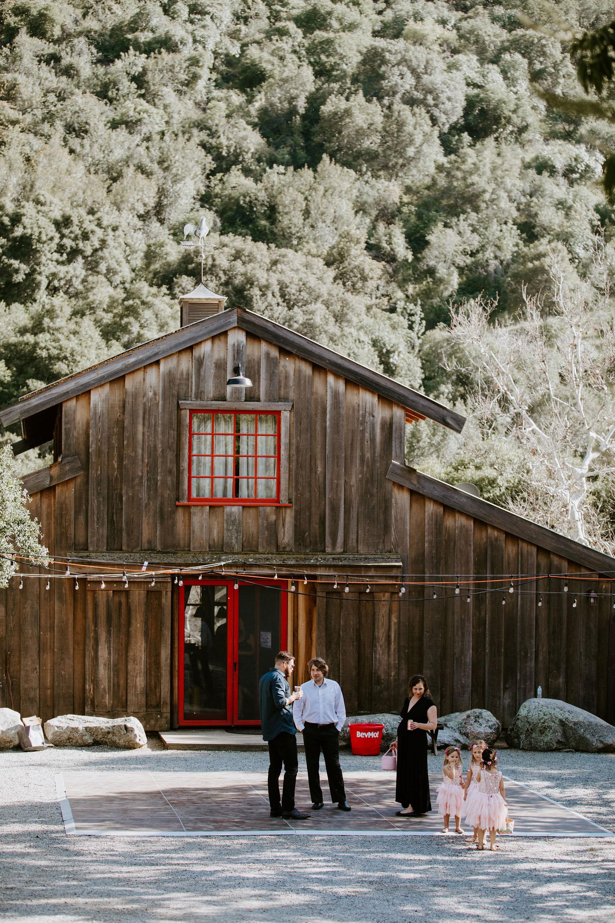 RedwoodRanch_Geoff&LyndsiPhotography_Mike&Amanda_GettingReady56.jpg
