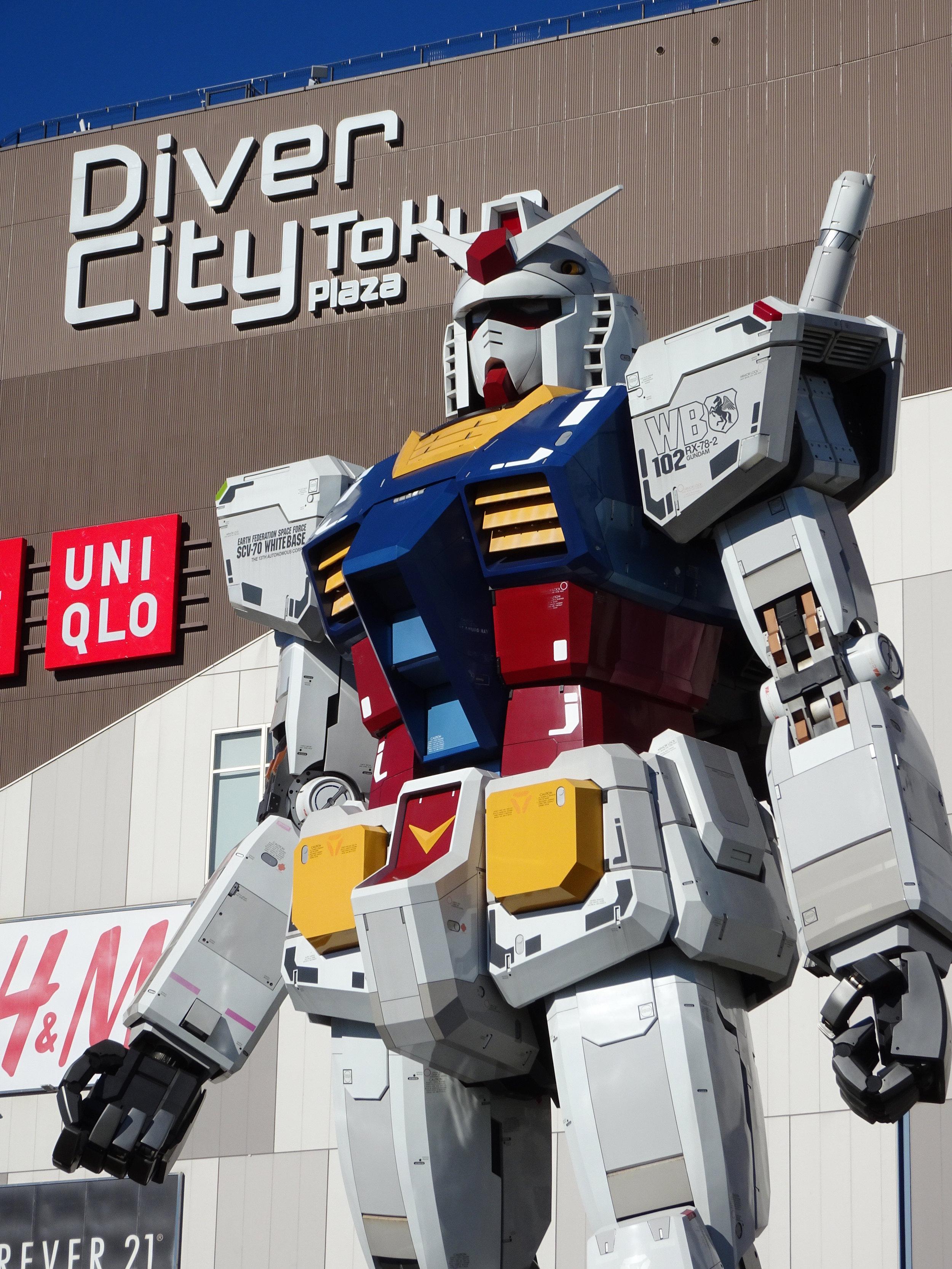 RX-78-2 Gundam 1-1 Statue - 002.jpg