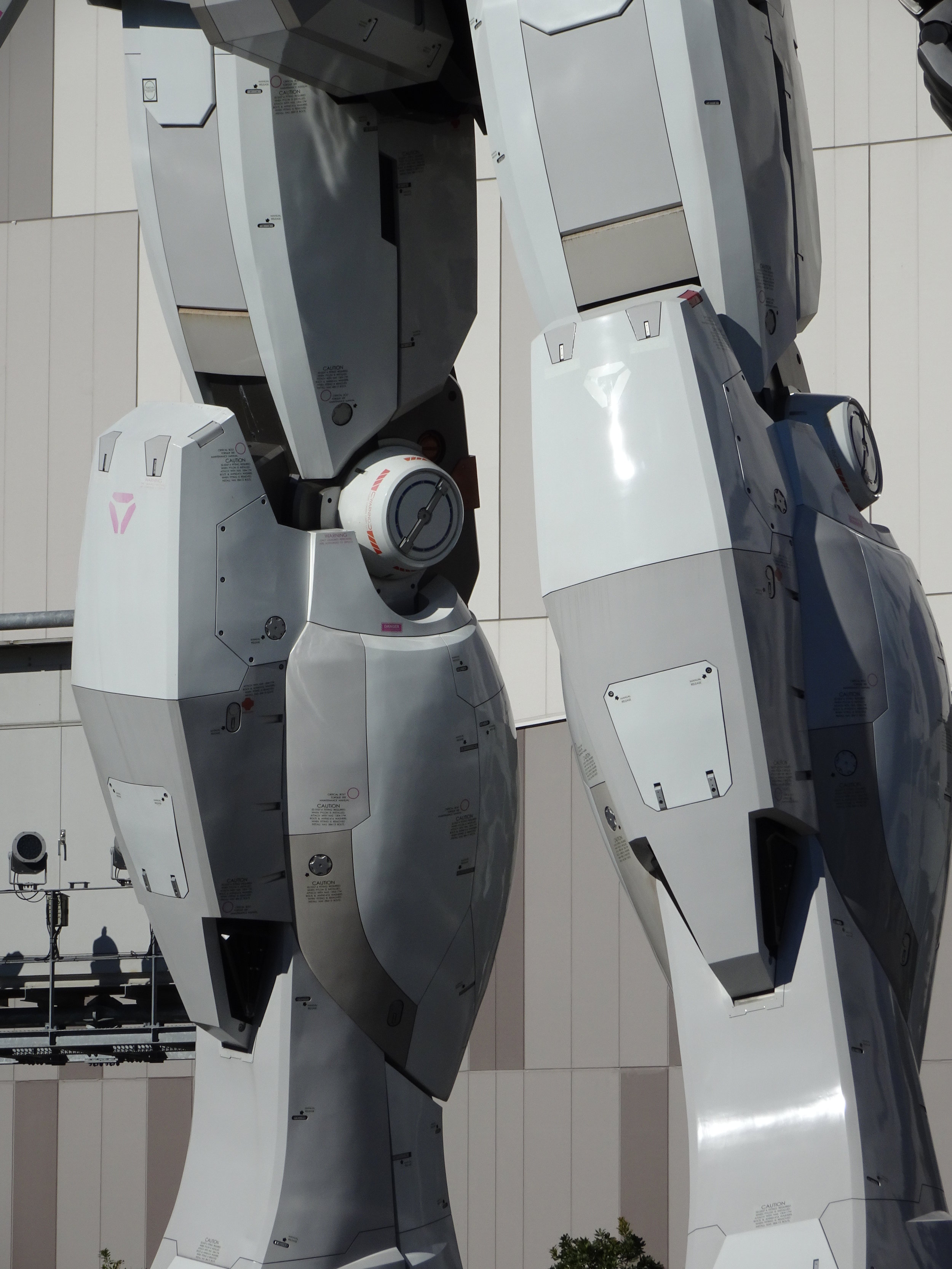 RX-78-2 Gundam 1-1 Statue - 009.jpg