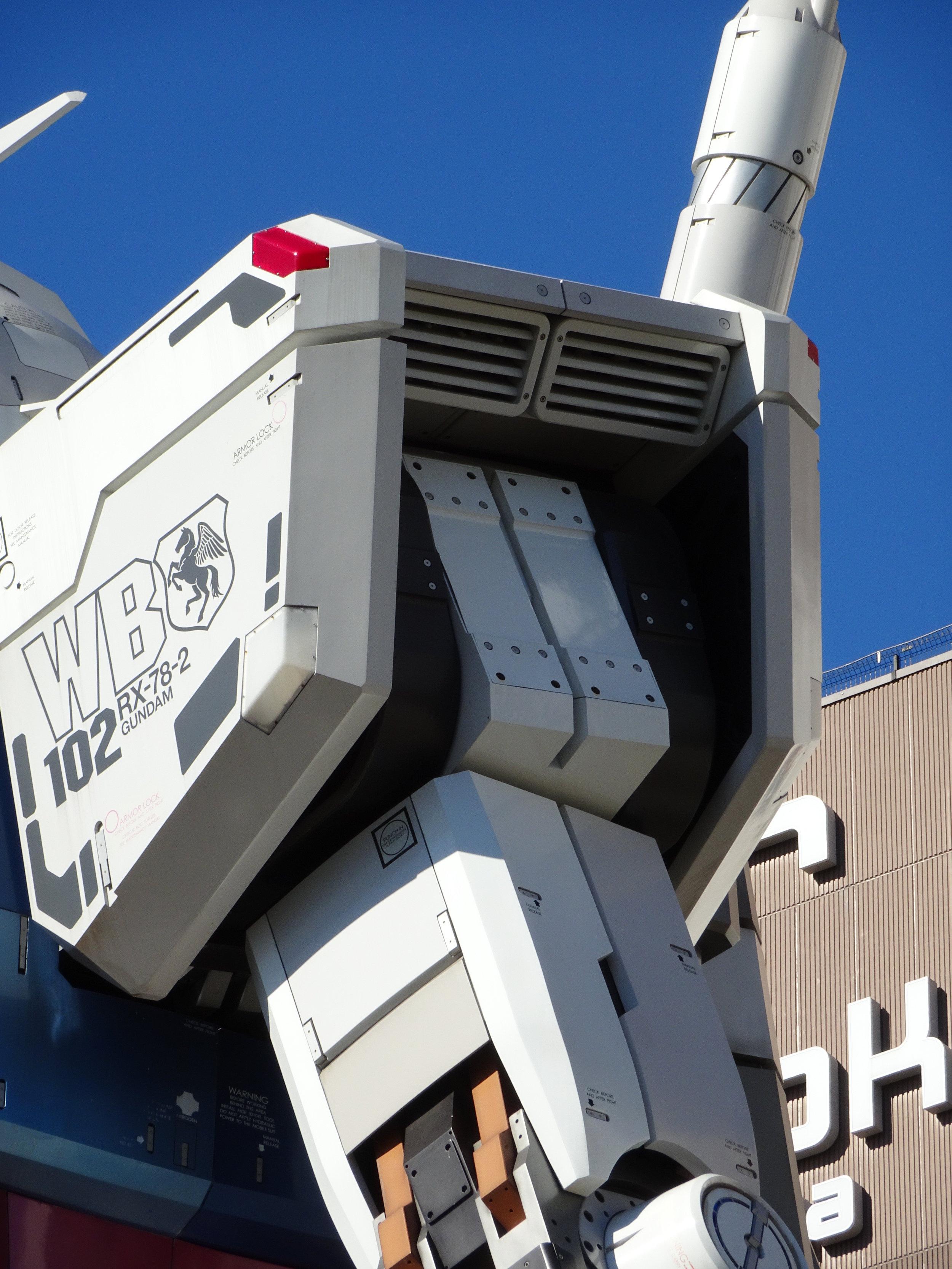 RX-78-2 Gundam 1-1 Statue - 011.jpg