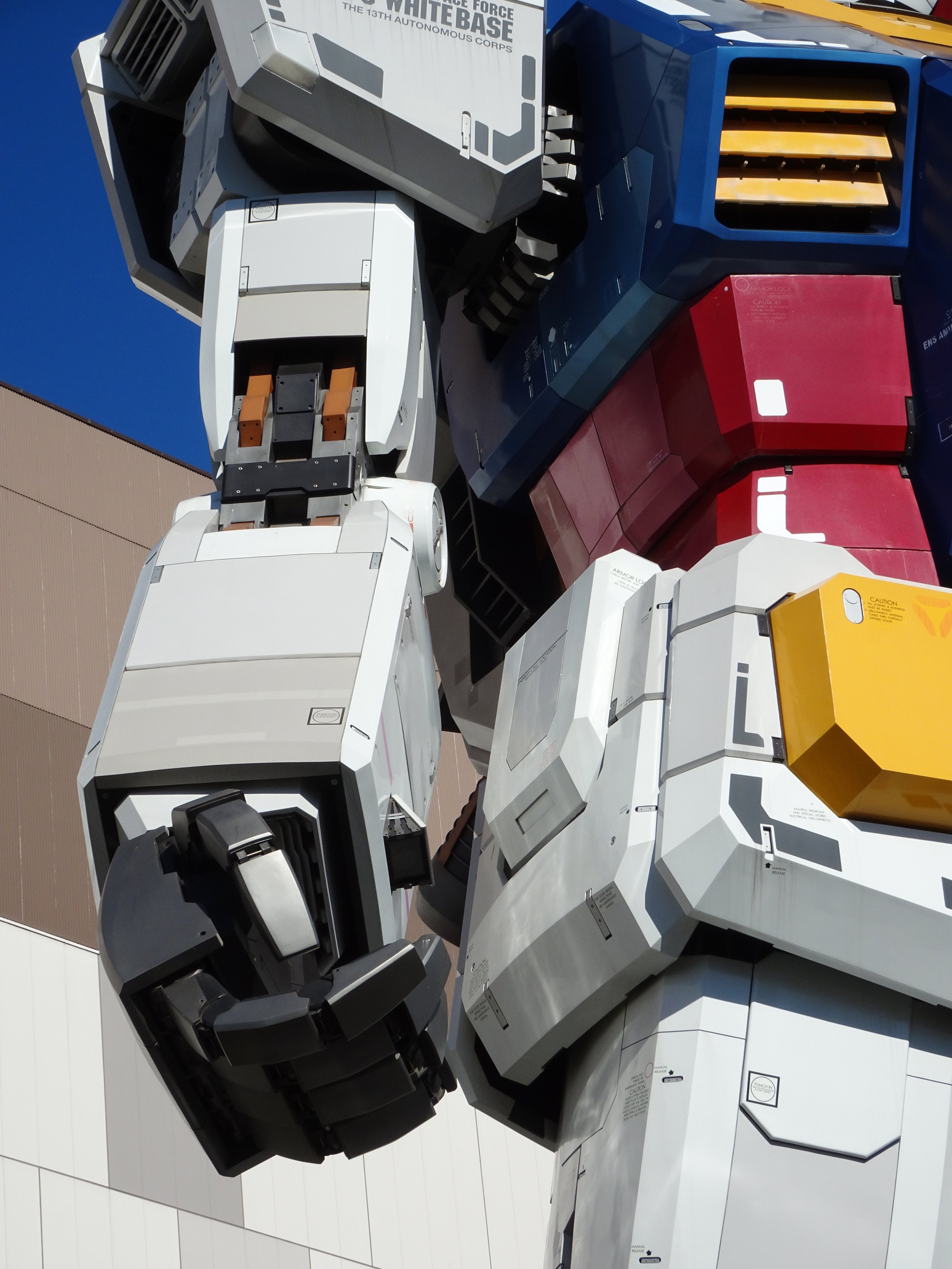 RX-78-2 Gundam 1-1 Statue - 020.jpg