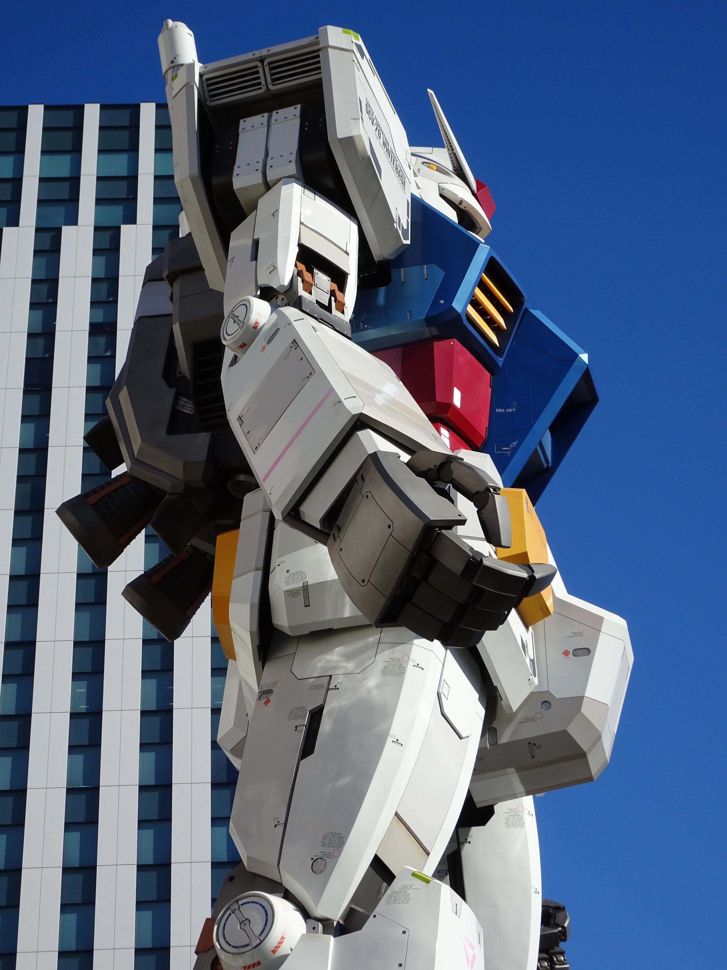 RX-78-2 Gundam 1-1 Statue - 024.jpg
