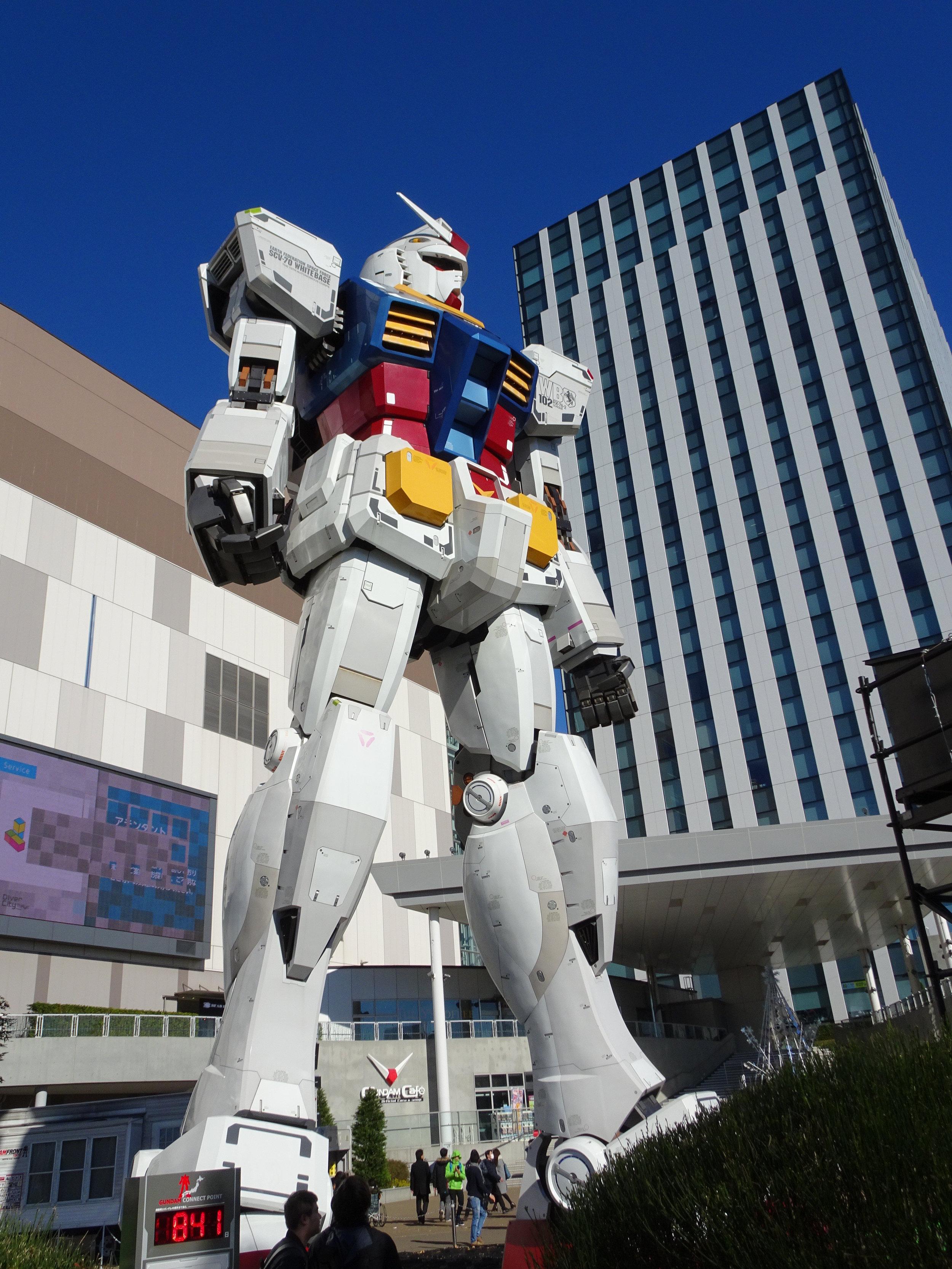 RX-78-2 Gundam 1-1 Statue - 027.jpg
