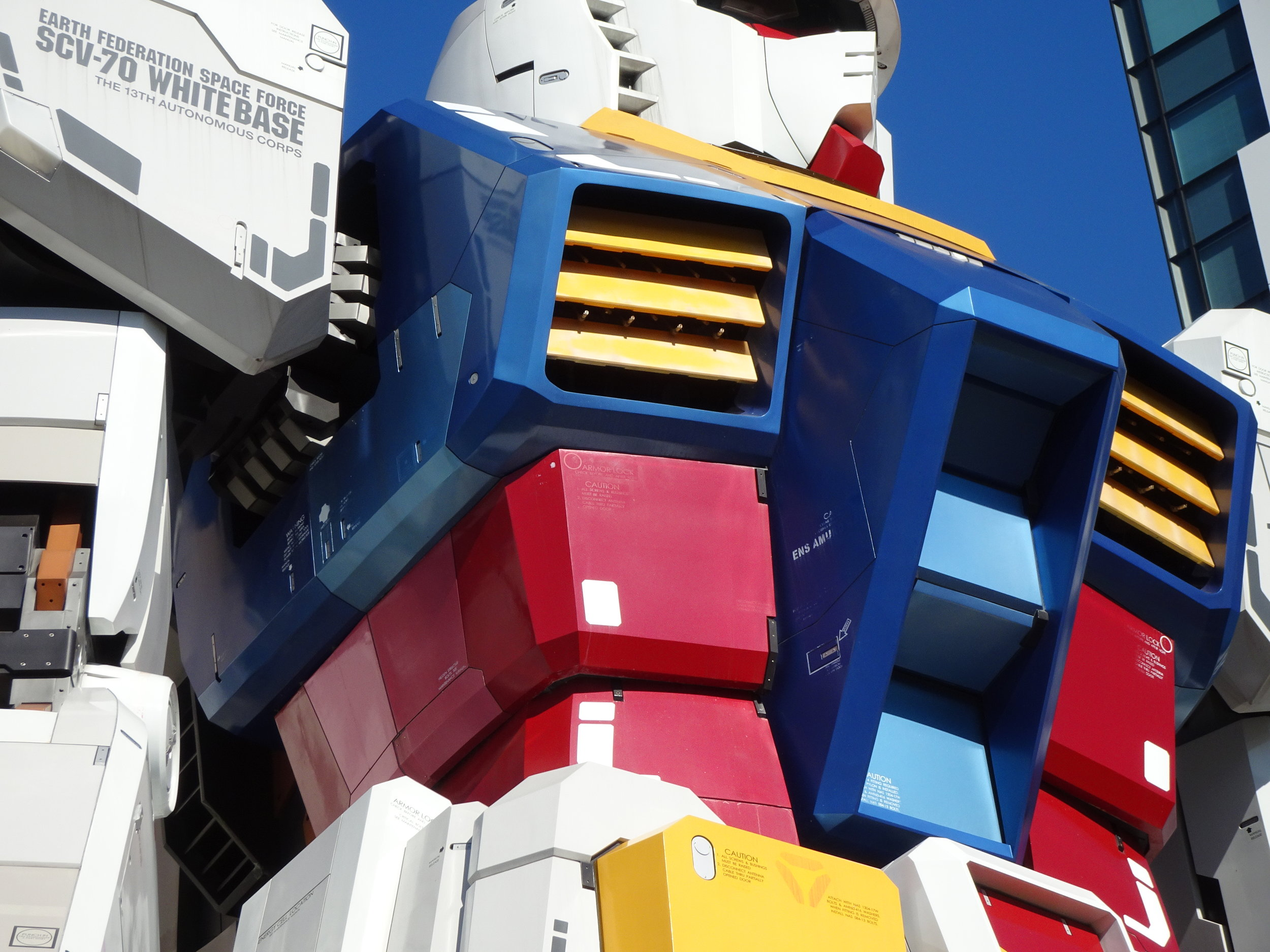 RX-78-2 Gundam 1-1 Statue - 028.jpg
