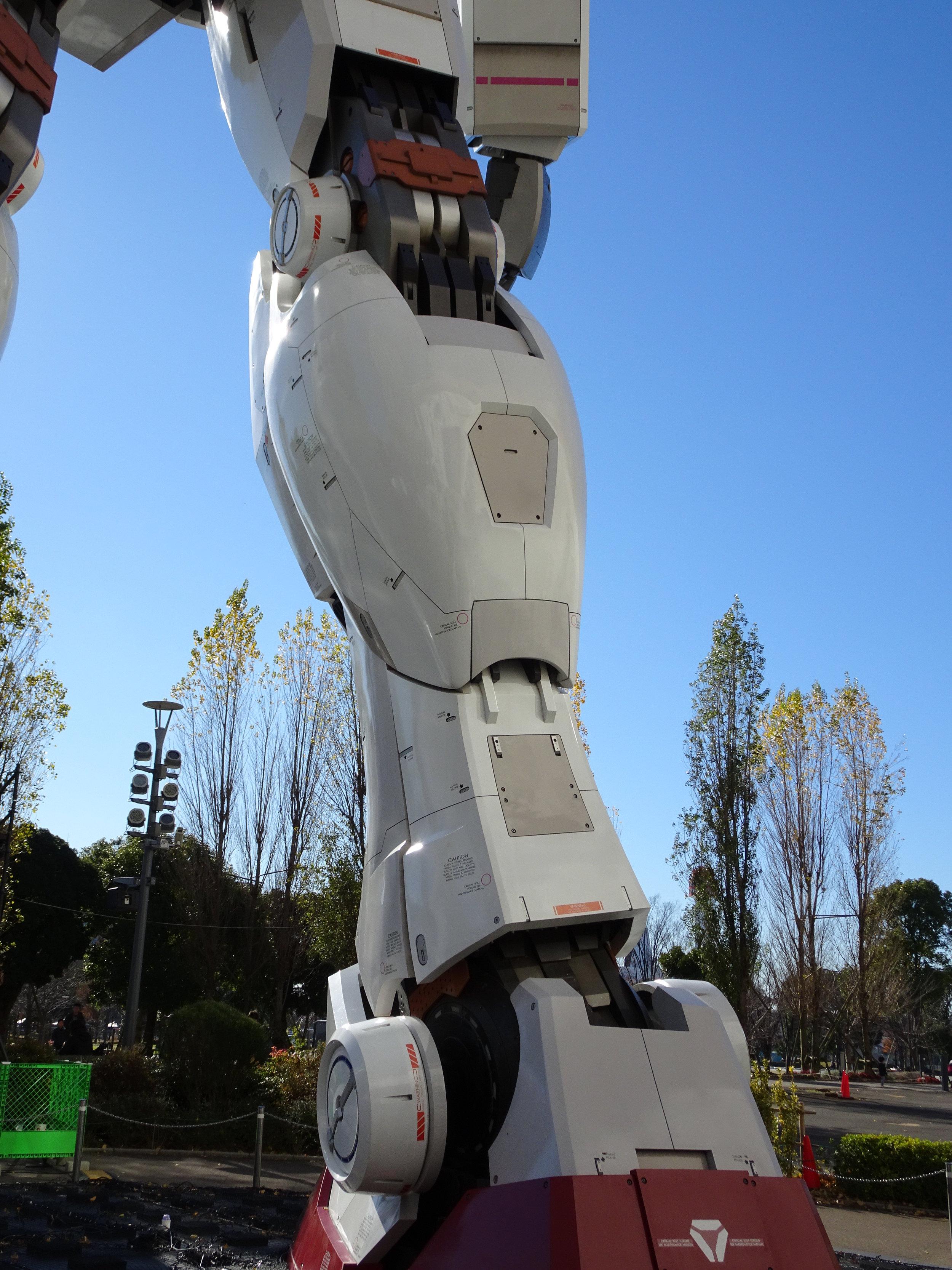 RX-78-2 Gundam 1-1 Statue - 061.jpg