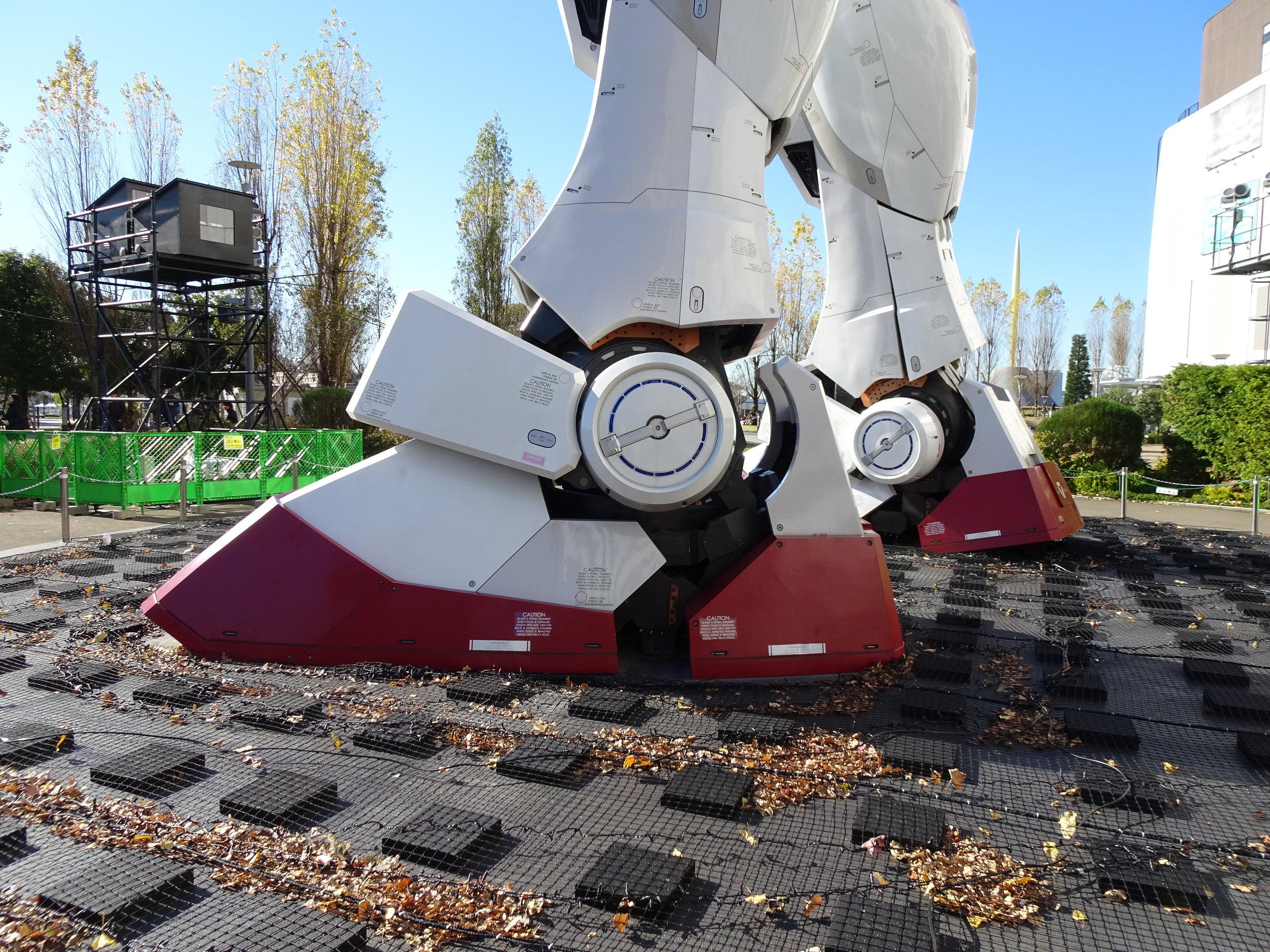 RX-78-2 Gundam 1-1 Statue - 063.jpg