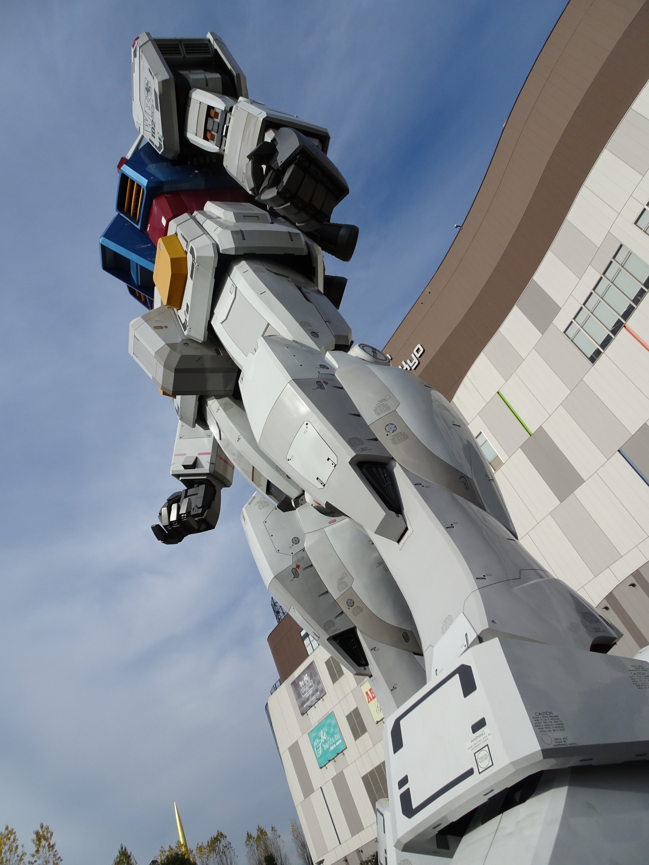RX-78-2 Gundam 1-1 Statue - 096.jpg