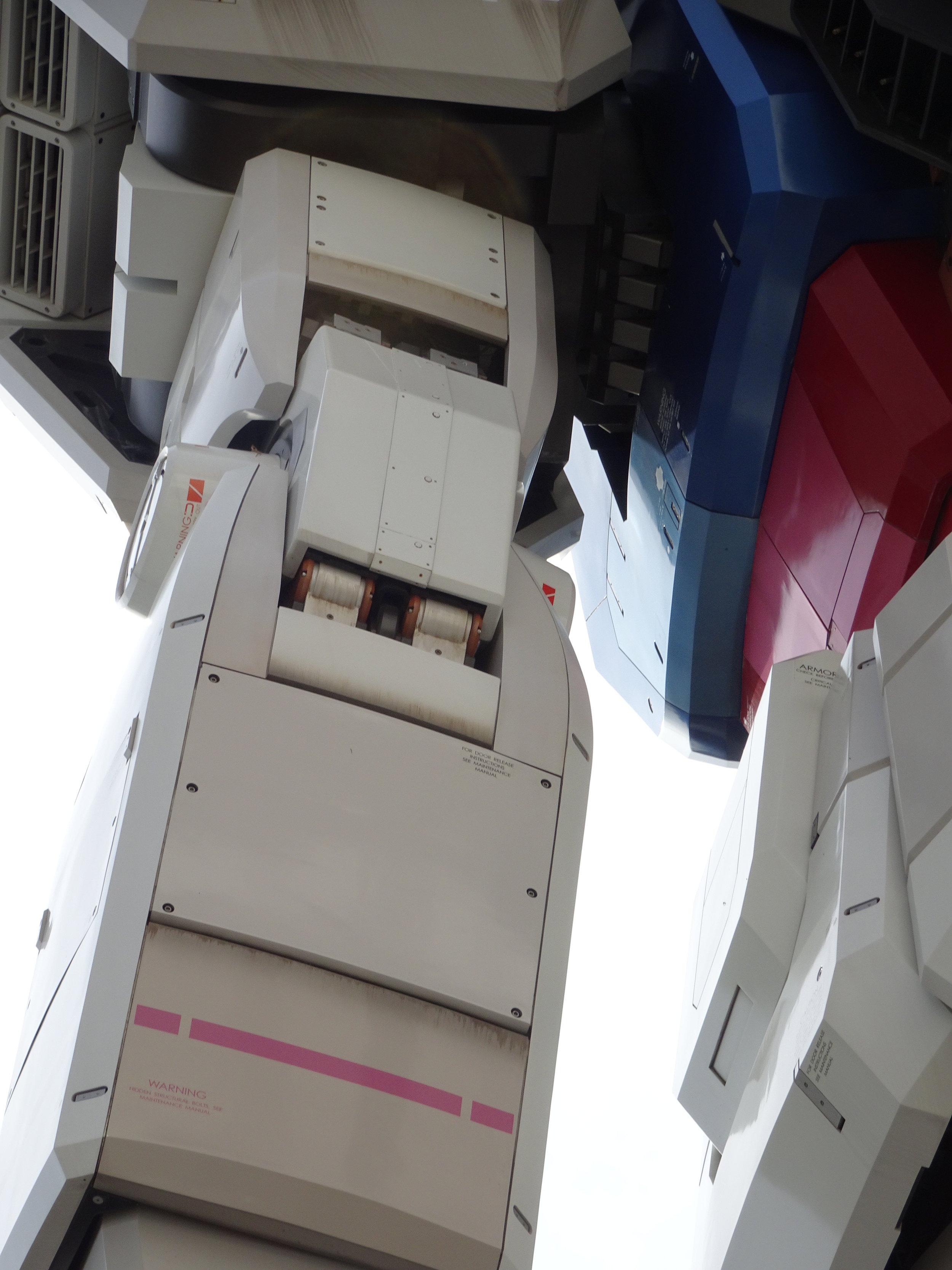RX-78-2 Gundam 1-1 Statue - 107.jpg