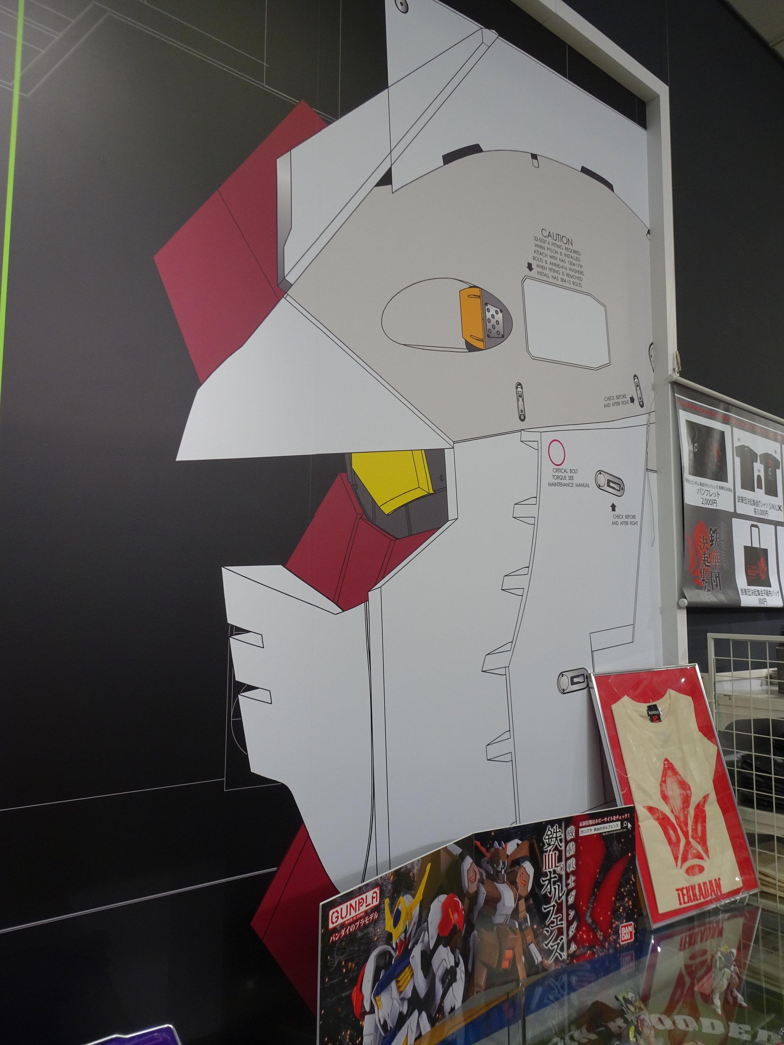 RX-78-2 Gundam 1-1 Statue - 121.jpg